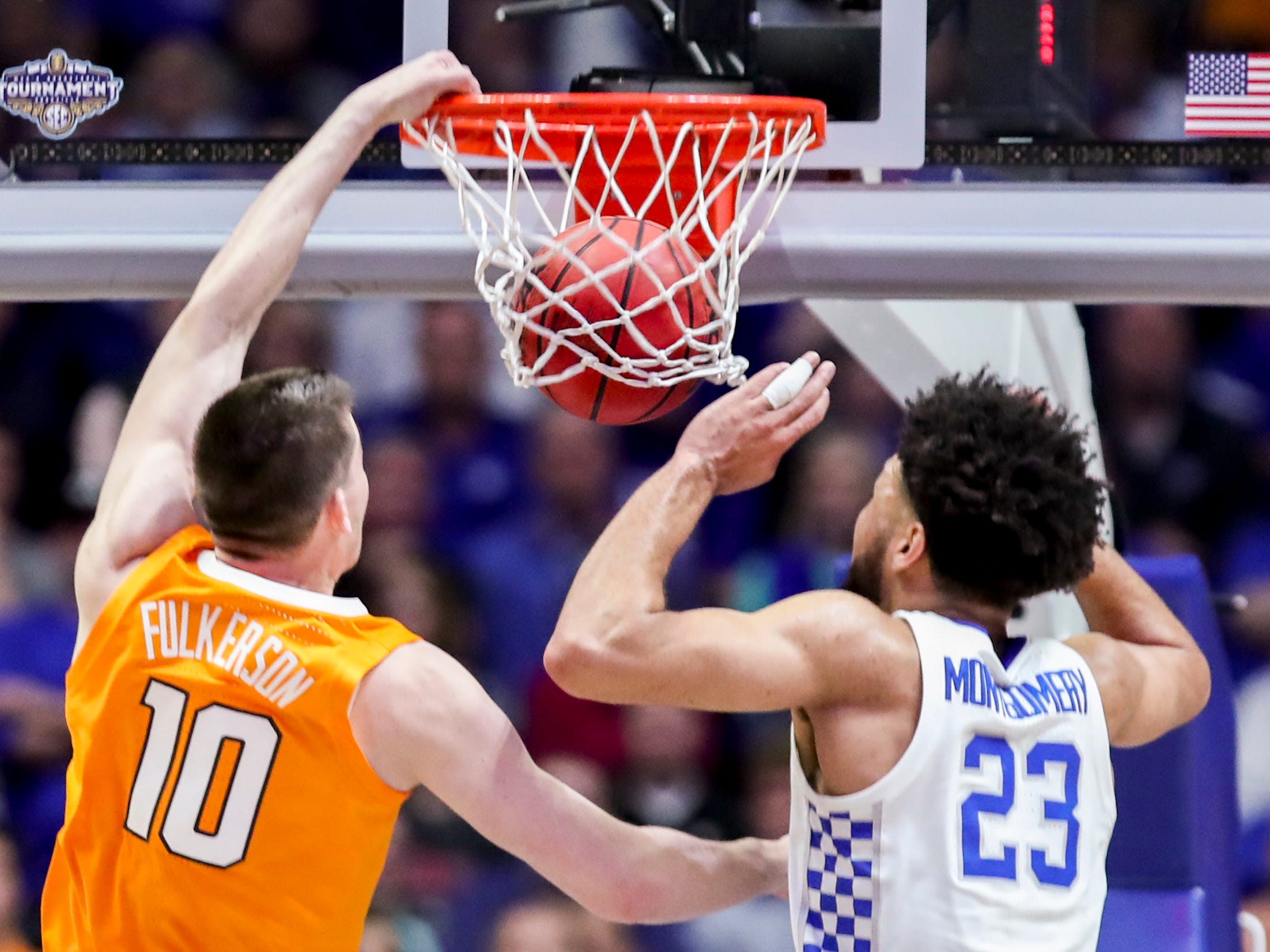 Tennessee forward John Fulkerson (10) dunks past Kentucky forward EJ Montgomery (23) during the first half of the SEC Men's Basketball Tournament semifinal game at Bridgestone Arena in Nashville, Tenn., Saturday, March 16, 2019.