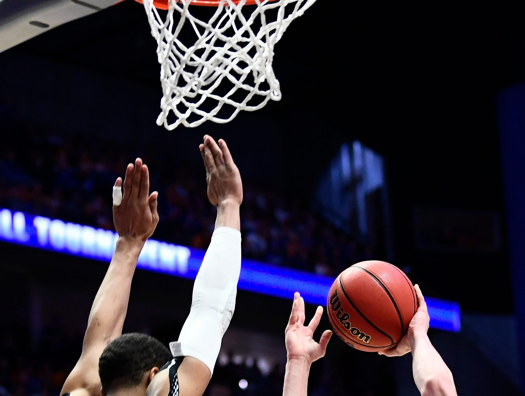 Tennessee forward John Fulkerson (10) shoots over Kentucky forward PJ Washington (25) during the second half of the SEC Men's Basketball Tournament semifinal game at Bridgestone Arena in Nashville, Tenn., Saturday, March 16, 2019.