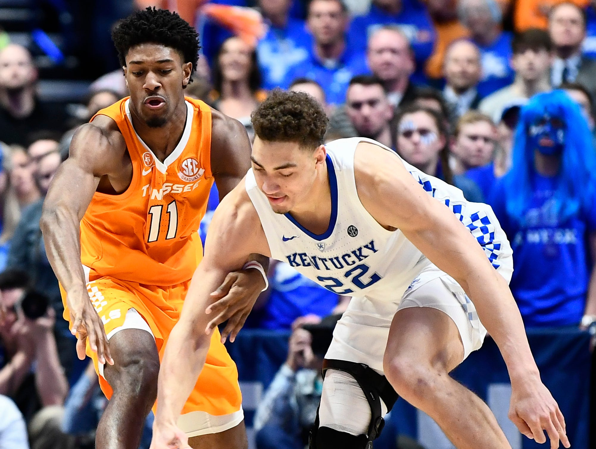 Tennessee forward Kyle Alexander (11) and Kentucky forward Reid Travis (22) chase a loose ball during the second half of the SEC Men's Basketball Tournament semifinal game at Bridgestone Arena in Nashville, Tenn., Saturday, March 16, 2019.