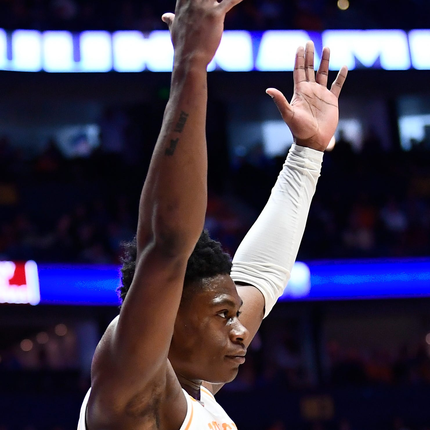 Admiral Schofield dunks Tennessee basketball into SEC Tournament semifinal vs Kentucky