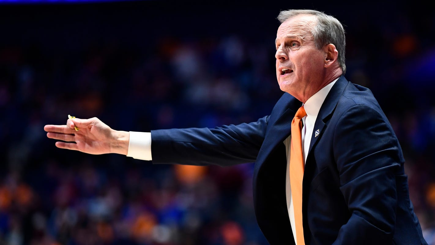 Should Tennessee basketball fill D.J. Burns' scholarship or hold it for 2020 recruiting class?