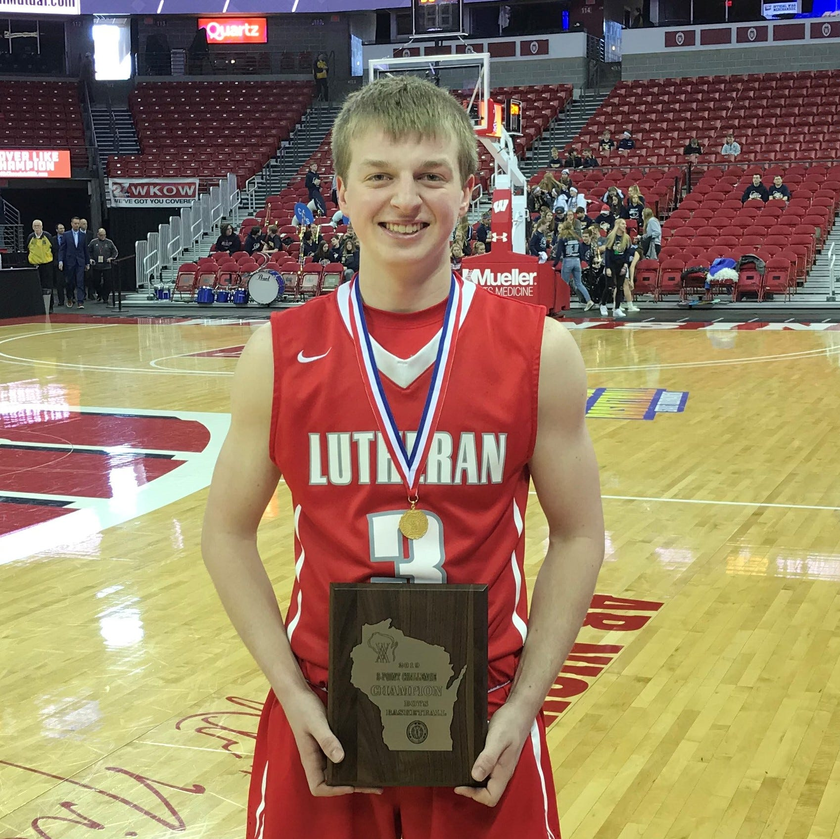WIAA state basketball: Manitowoc Lutheran's Zastrow wins 3-Point Challenge