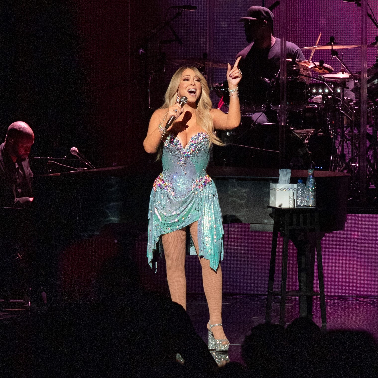 Mariah Carey brought gorgeous vocals, and her cute twins, to first Milwaukee concert ever