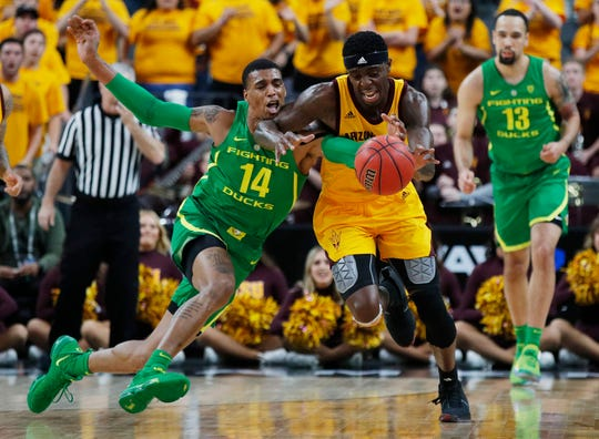 Oregon's Kenny Wooten (14) tries to steal the ball from Arizona State's Zylan Cheatham during the first half of a Pac-12 Tournament semifinal game on March 15.