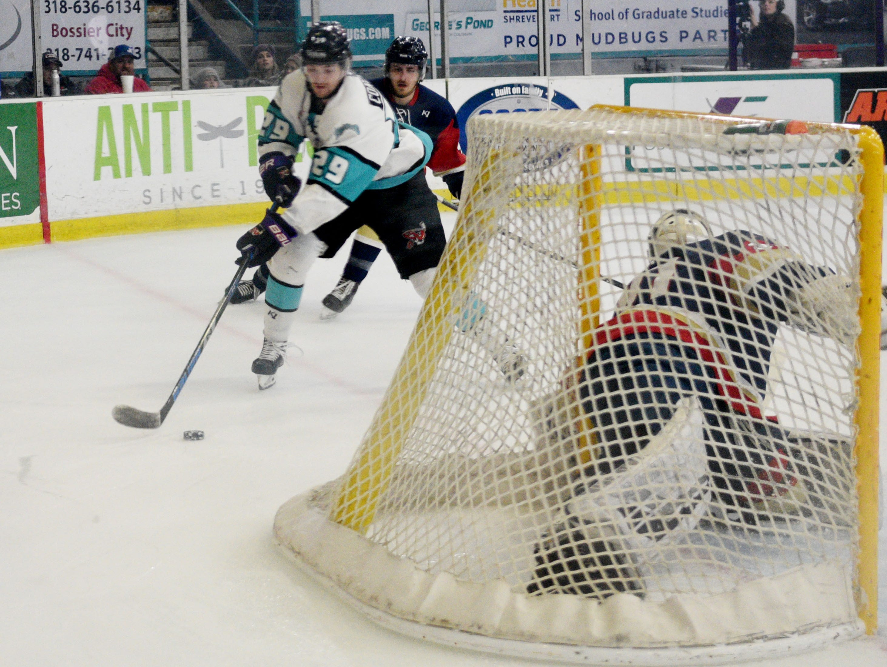 The Shreveport Mudbugs defeated Topeka, 3-2, in overtime Saturday on George's Pond at Hirsch Coliseum.