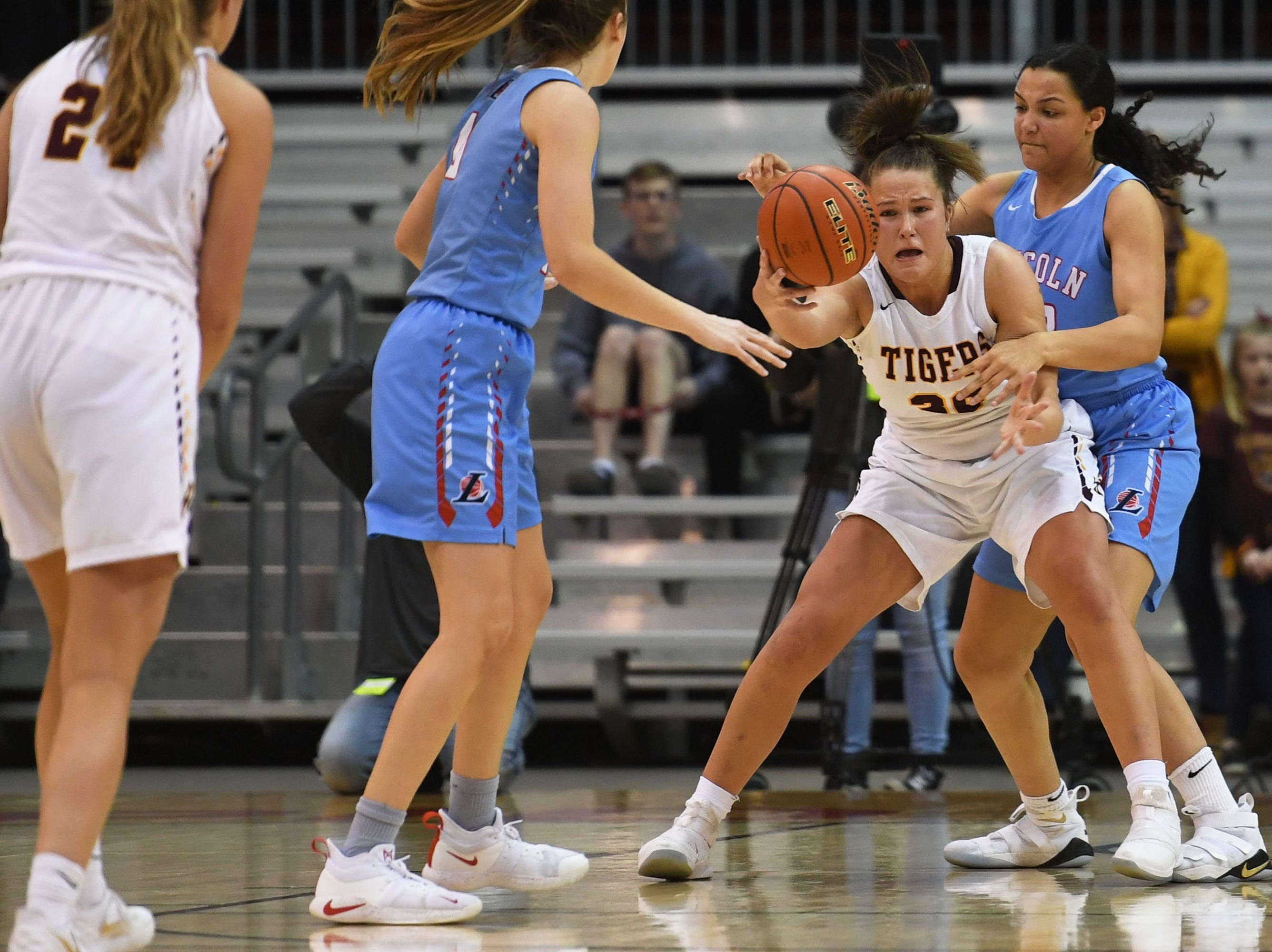 Harrisburg's Jeniah Ugofsky attempts to gain control of the ball during the game against Lincoln in the Class AA semifinals Thursday, March 15, in Rapid City.