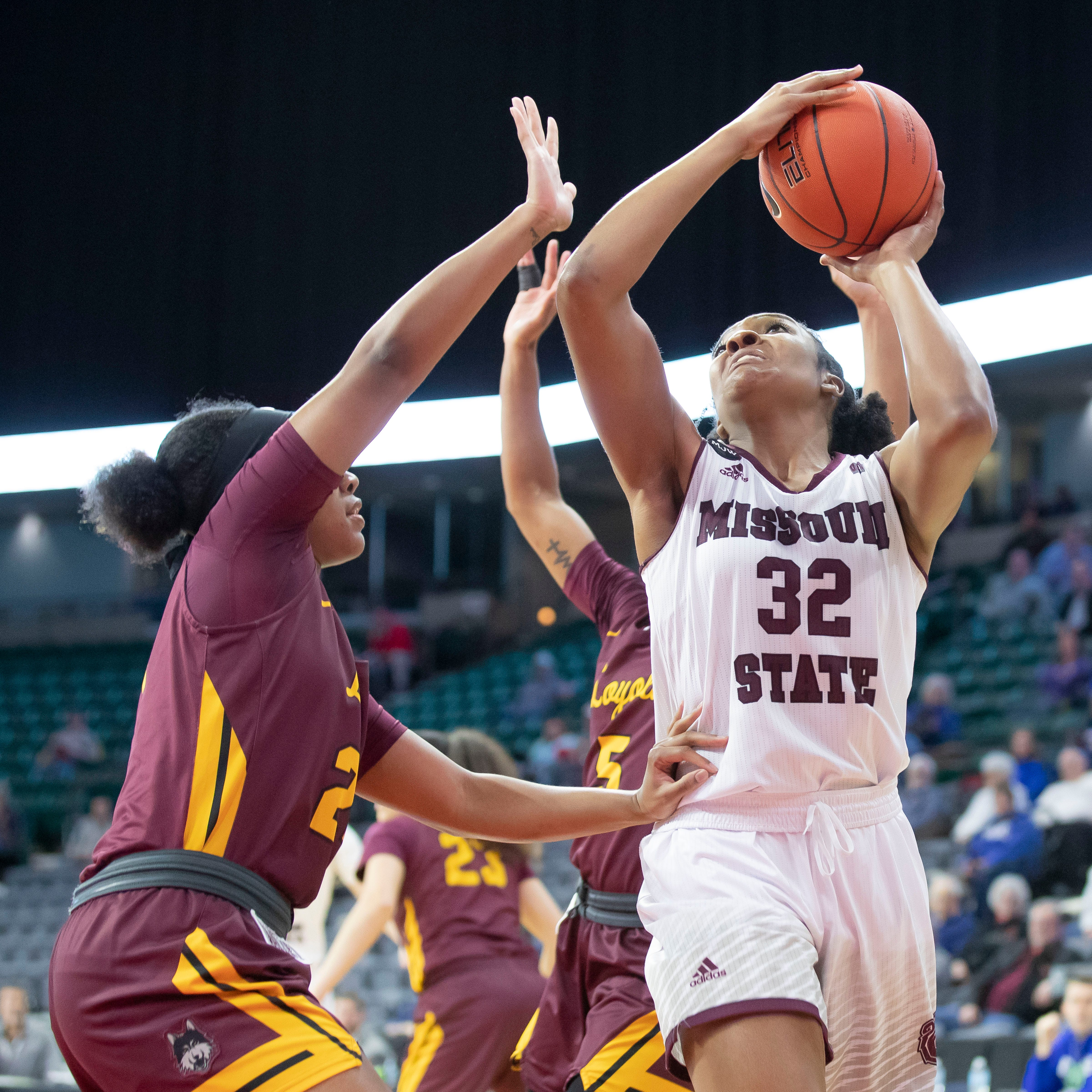 Lady Bears stave off Loyola to advance to MVC semifinals