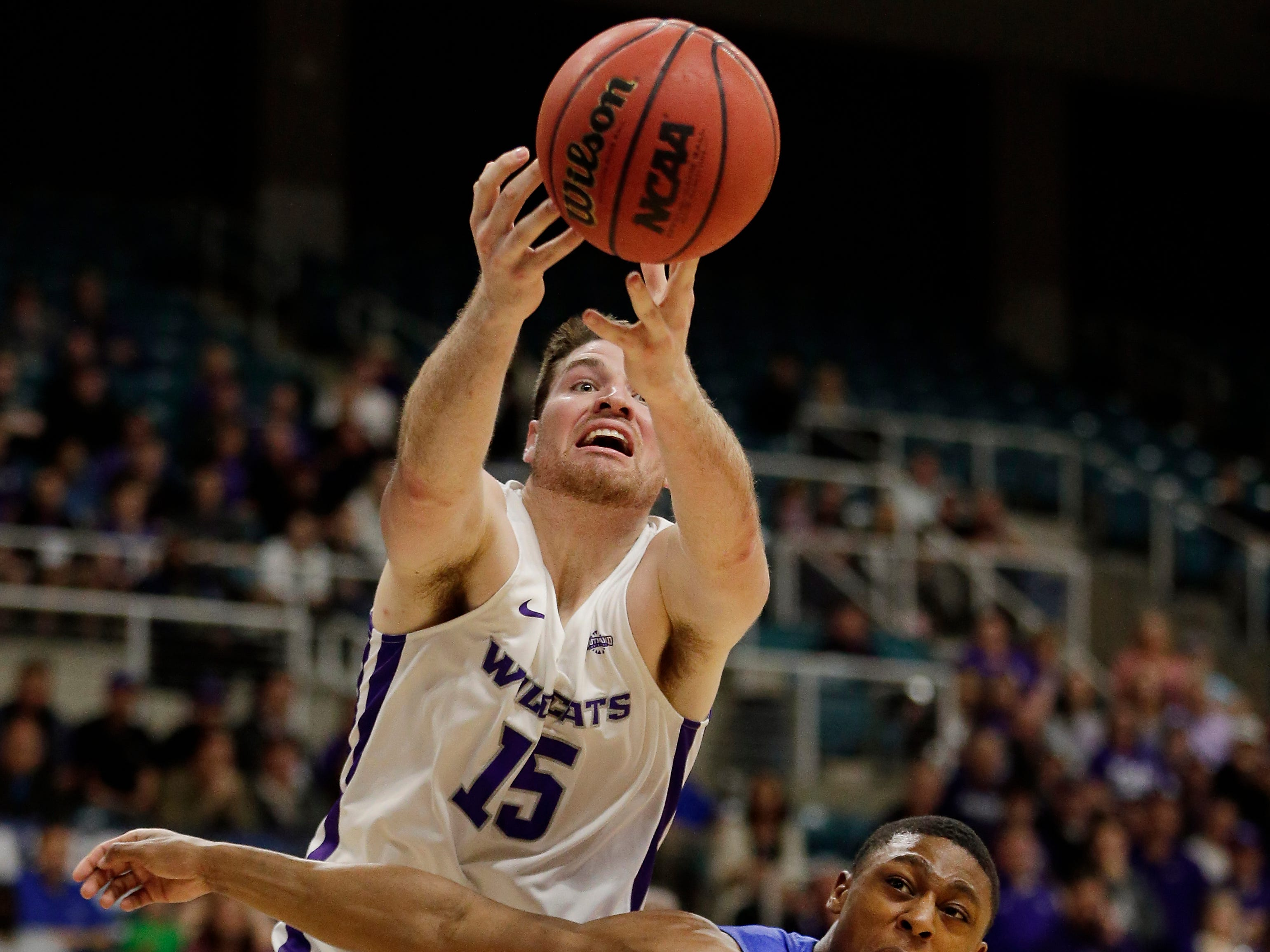 Abilene Christian forward Hayden Farquhar (15) reaches for a rebound over New Orleans guard Larry Robinson III (20) during the first half of an NCAA college basketball game for the Southland Conference men's tournament title Saturday, March 16, 2019, in Katy, Texas.