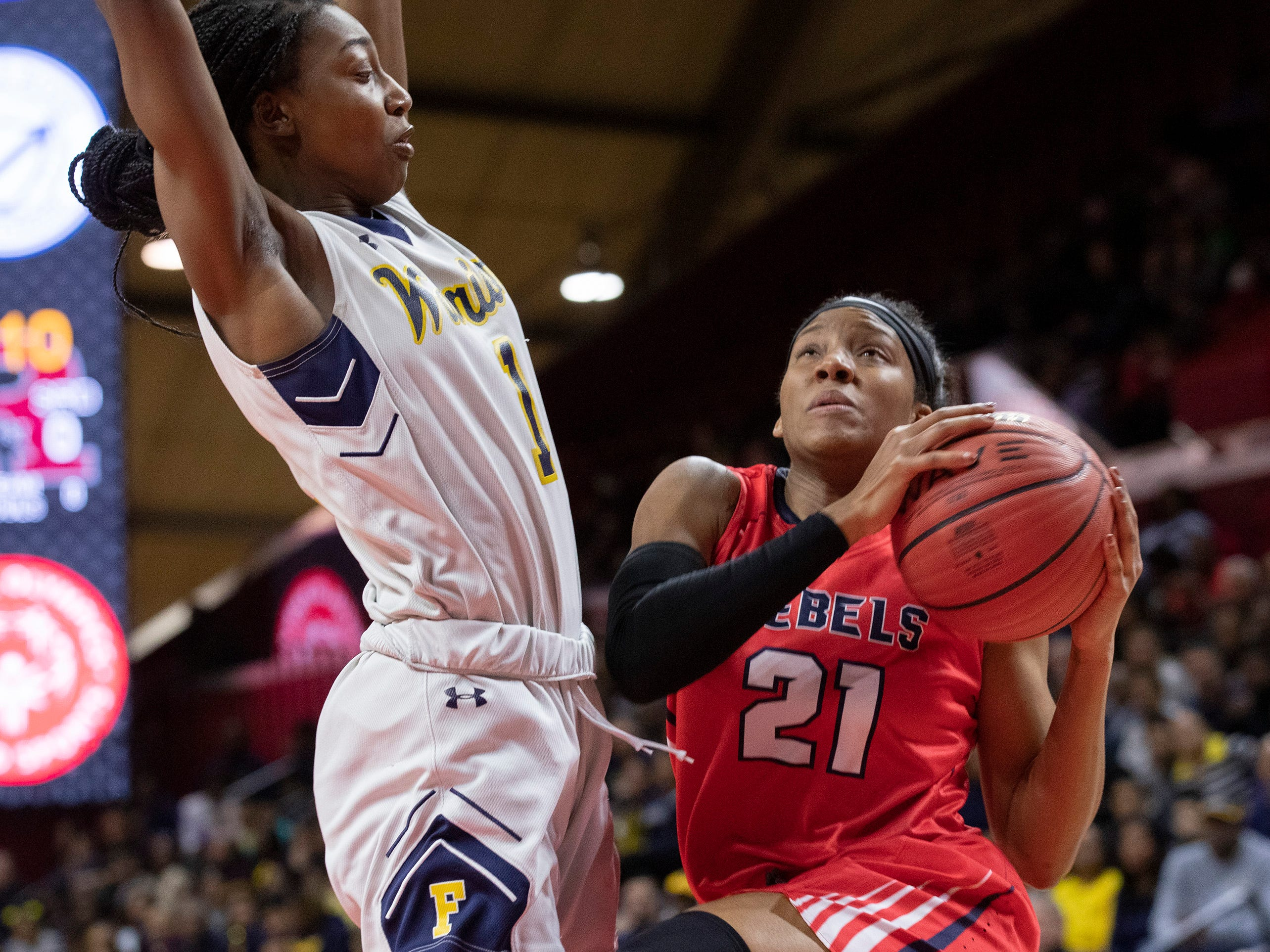 Saddle River Day's Sydnei Caldwell (21) drives to the basket against Franklin's Diamond Miller. 2019 NJSIAA girls basketball Tournament of Champions final in Piscataway, N.J. on March 17, 2019.