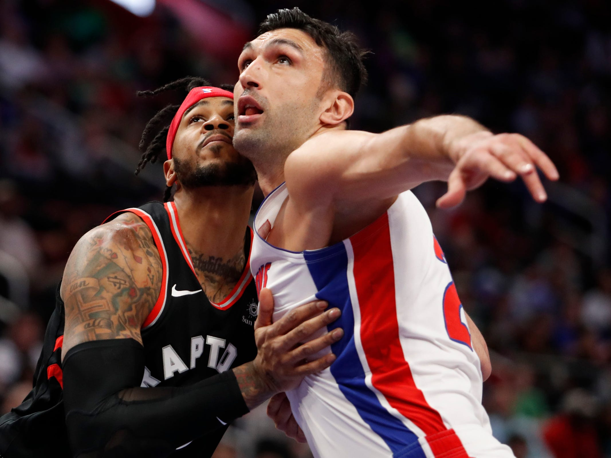Toronto Raptors center Eric Moreland and Detroit Pistons center Zaza Pachulia fight for position during the first quarter at Little Caesars Arena, Sunday, March 17, 2019.