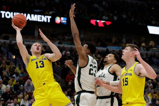 Michigan's Ignas Brazdeikis goes up for a shot in the first half.