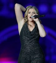 """""""American Idol"""" runner-up Lauren Alaina opens for Blake Shelton at the Resch Center, where her mom was in the crowd."""