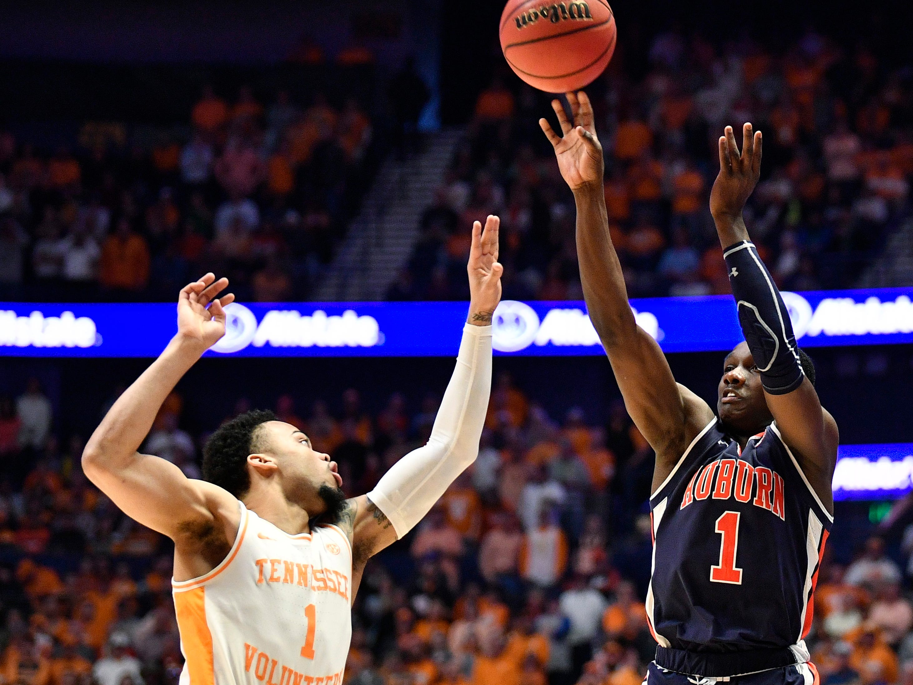 Auburn guard Jared Harper (1) shoots defended by Tennessee guard Lamonte Turner (1) during the first half of the SEC Men's Basketball Tournament championship game at Bridgestone Arena in Nashville, Tenn., Sunday, March 17, 2019.