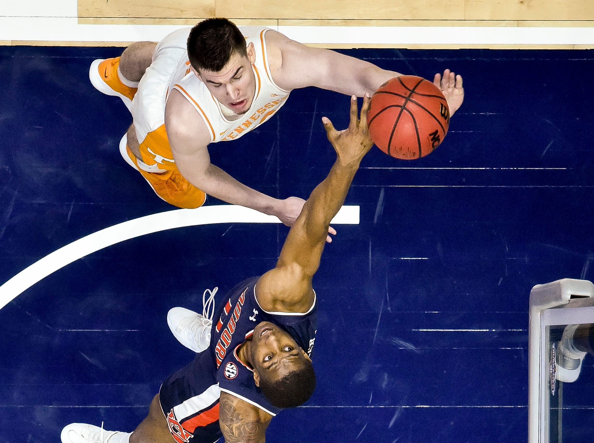 Tennessee forward John Fulkerson (10) shoots over Auburn forward Horace Spencer (0) during the first half of the SEC Men's Basketball Tournament championship game at Bridgestone Arena in Nashville, Tenn., Sunday, March 17, 2019.