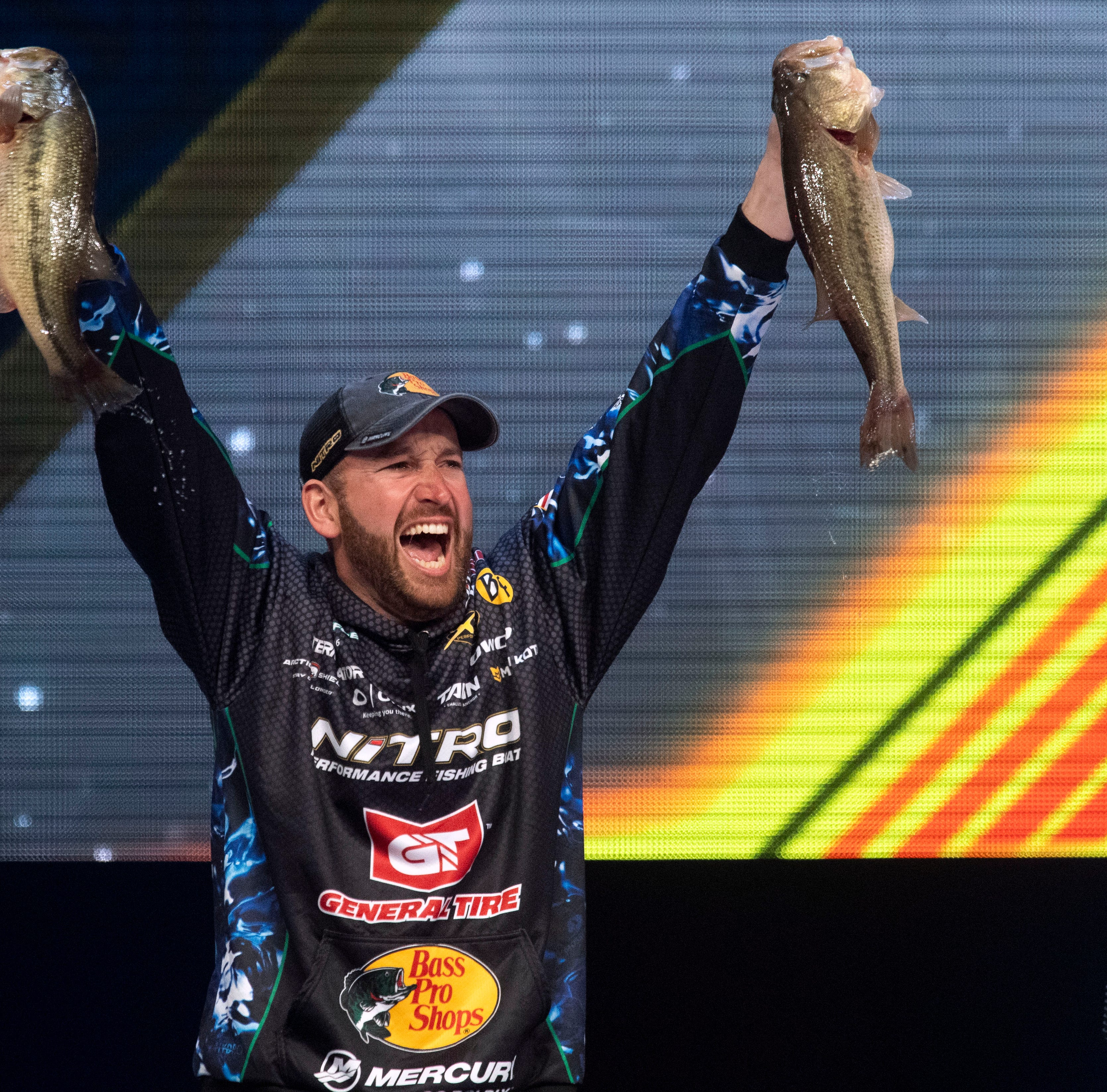 Bassmaster Classic: Knoxville native Ott DeFoe wins at home