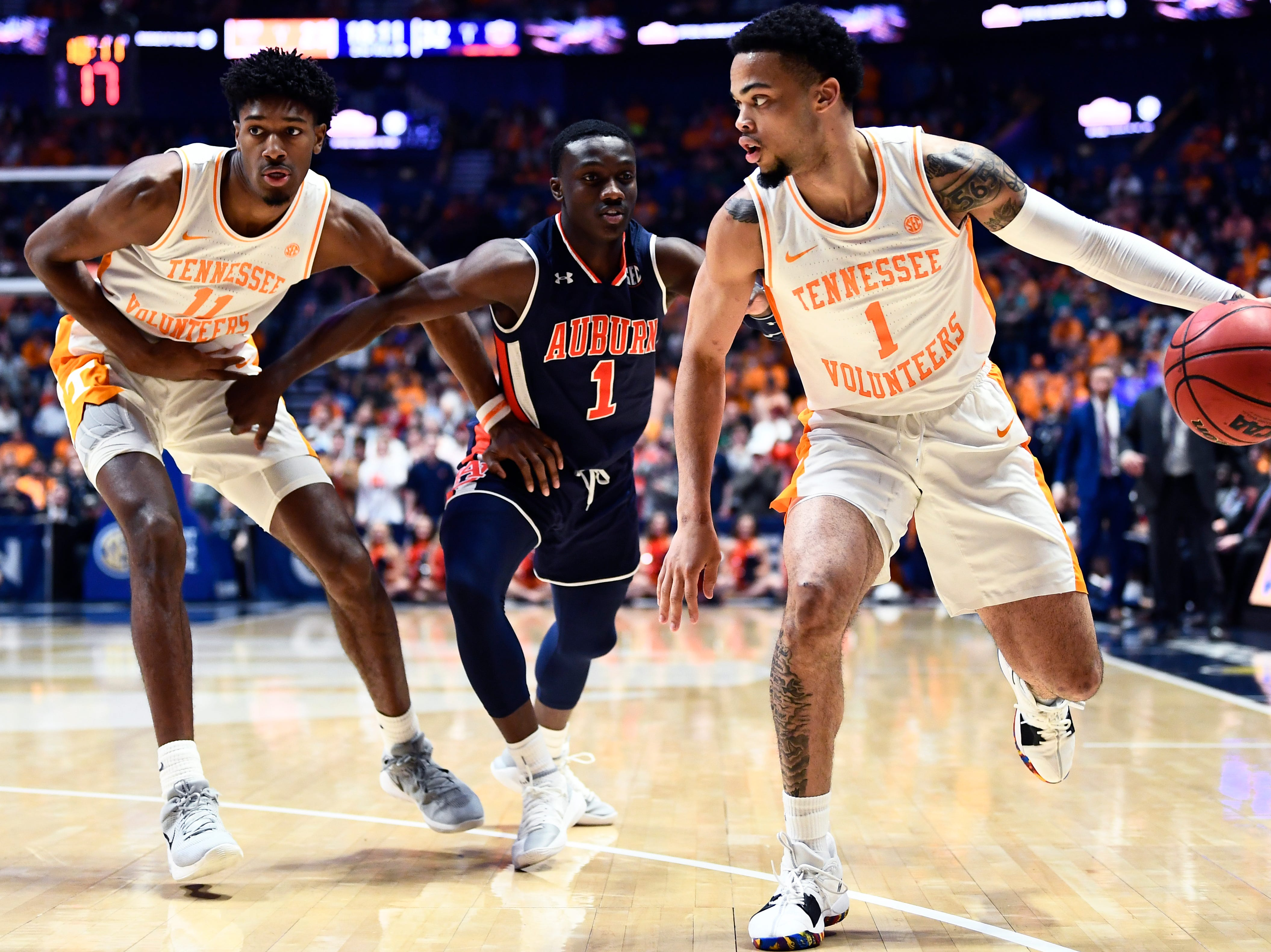 Tennessee guard Lamonte Turner (1) dribbles down the court during the second half of the SEC Men's Basketball Tournament championship game at Bridgestone Arena in Nashville, Tenn., Sunday, March 17, 2019.