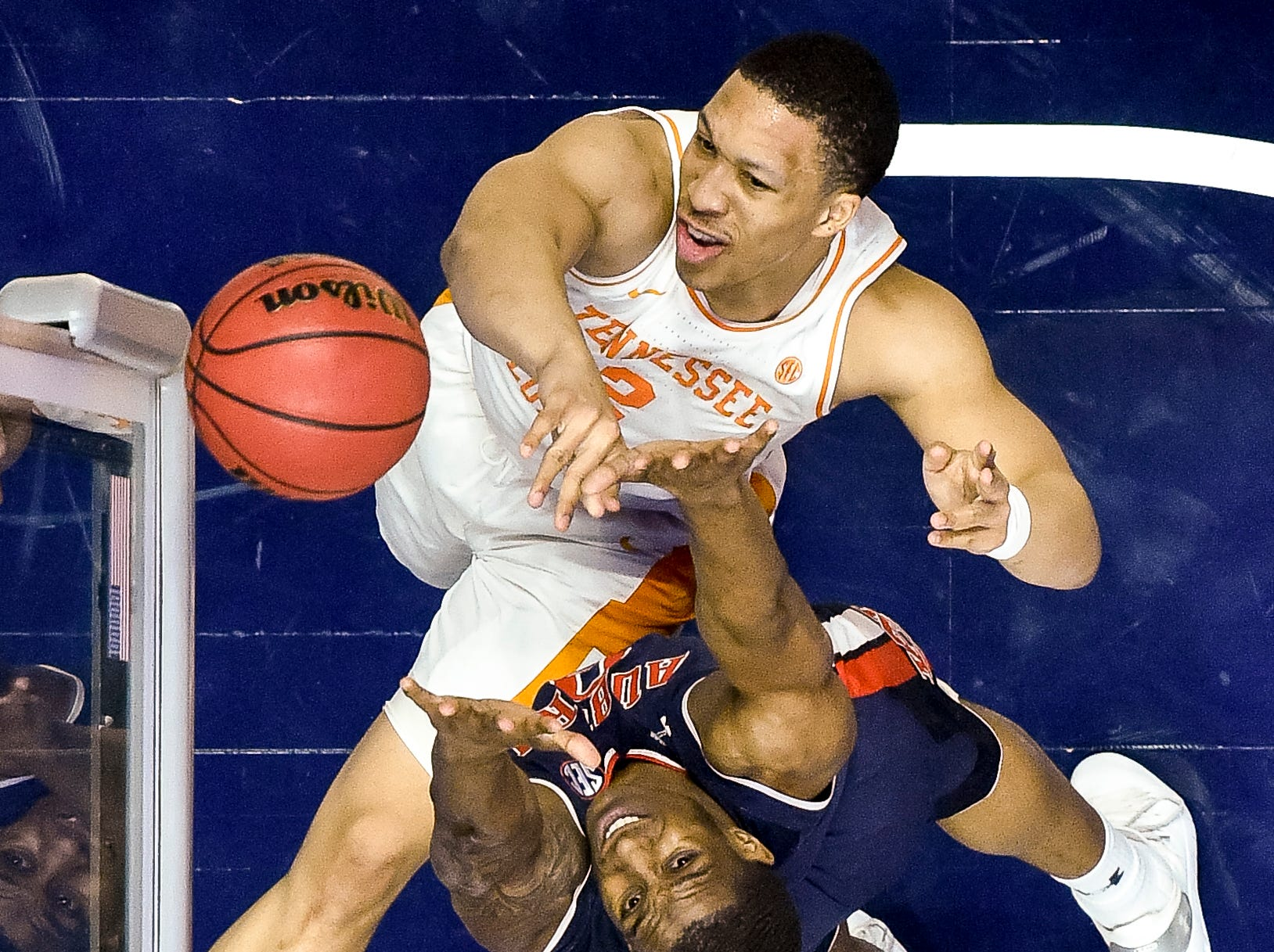 Tennessee forward Grant Williams (2) shoots over Auburn forward Horace Spencer (0) during the first half of the SEC Men's Basketball Tournament championship game at Bridgestone Arena in Nashville, Tenn., Sunday, March 17, 2019.