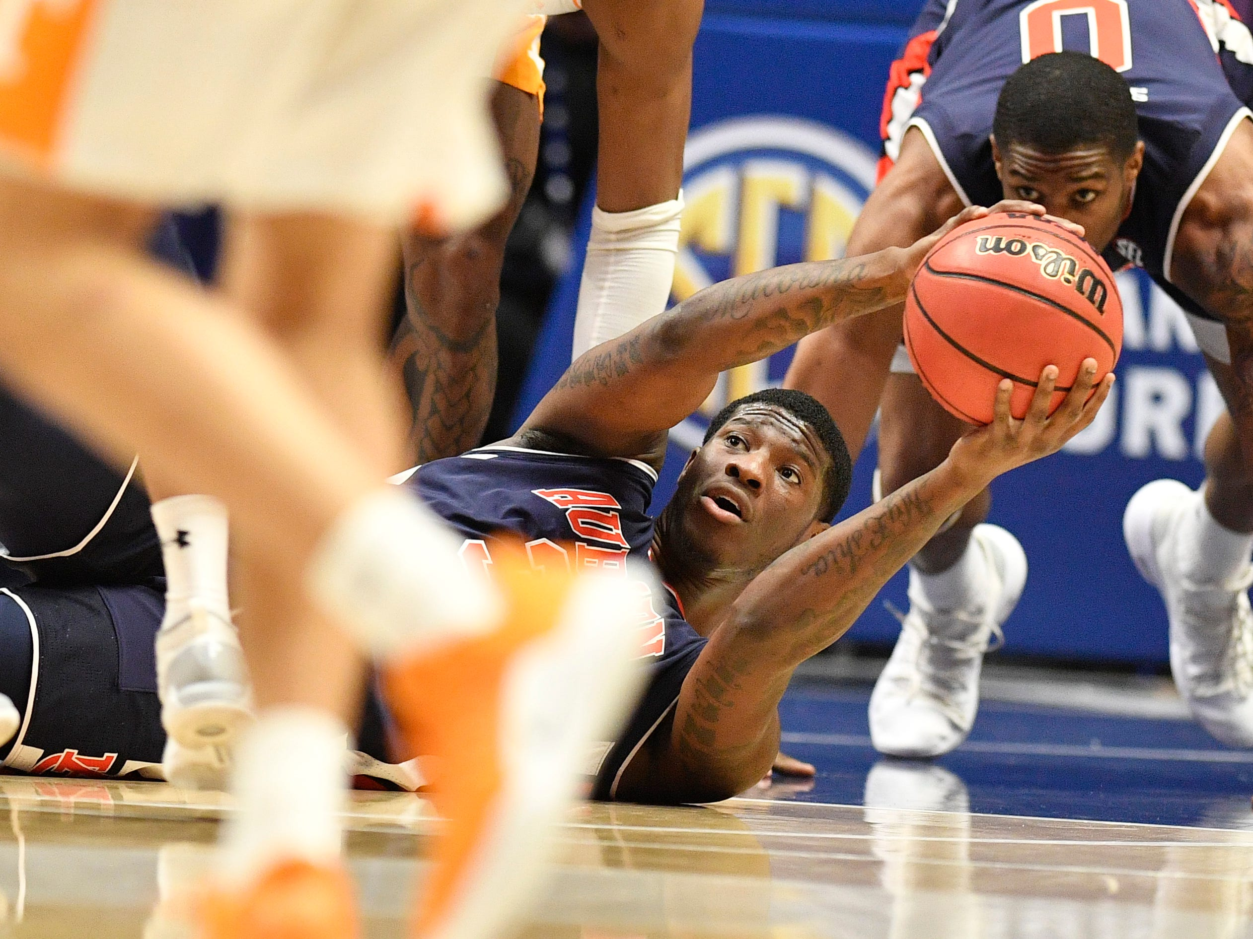 Auburn forward Danjel Purifoy (3) recovers a loose ball during the first half of the SEC Men's Basketball Tournament championship game against Tennessee at Bridgestone Arena in Nashville, Tenn., Sunday, March 17, 2019.