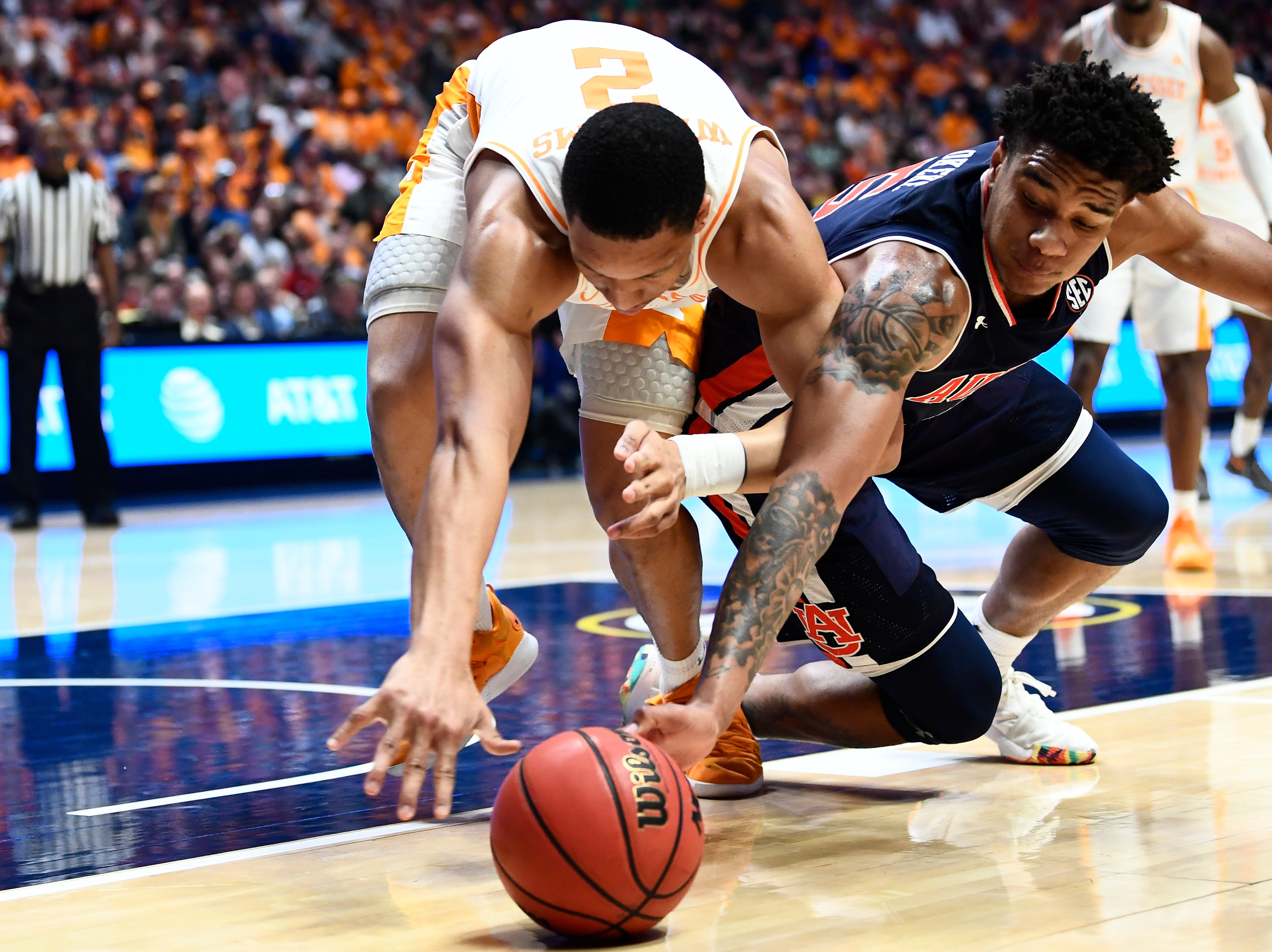 Tennessee forward Grant Williams (2) and Auburn forward Chuma Okeke (5) dive for the ball during the second half of the SEC Men's Basketball Tournament championship game at Bridgestone Arena in Nashville, Tenn., Sunday, March 17, 2019.