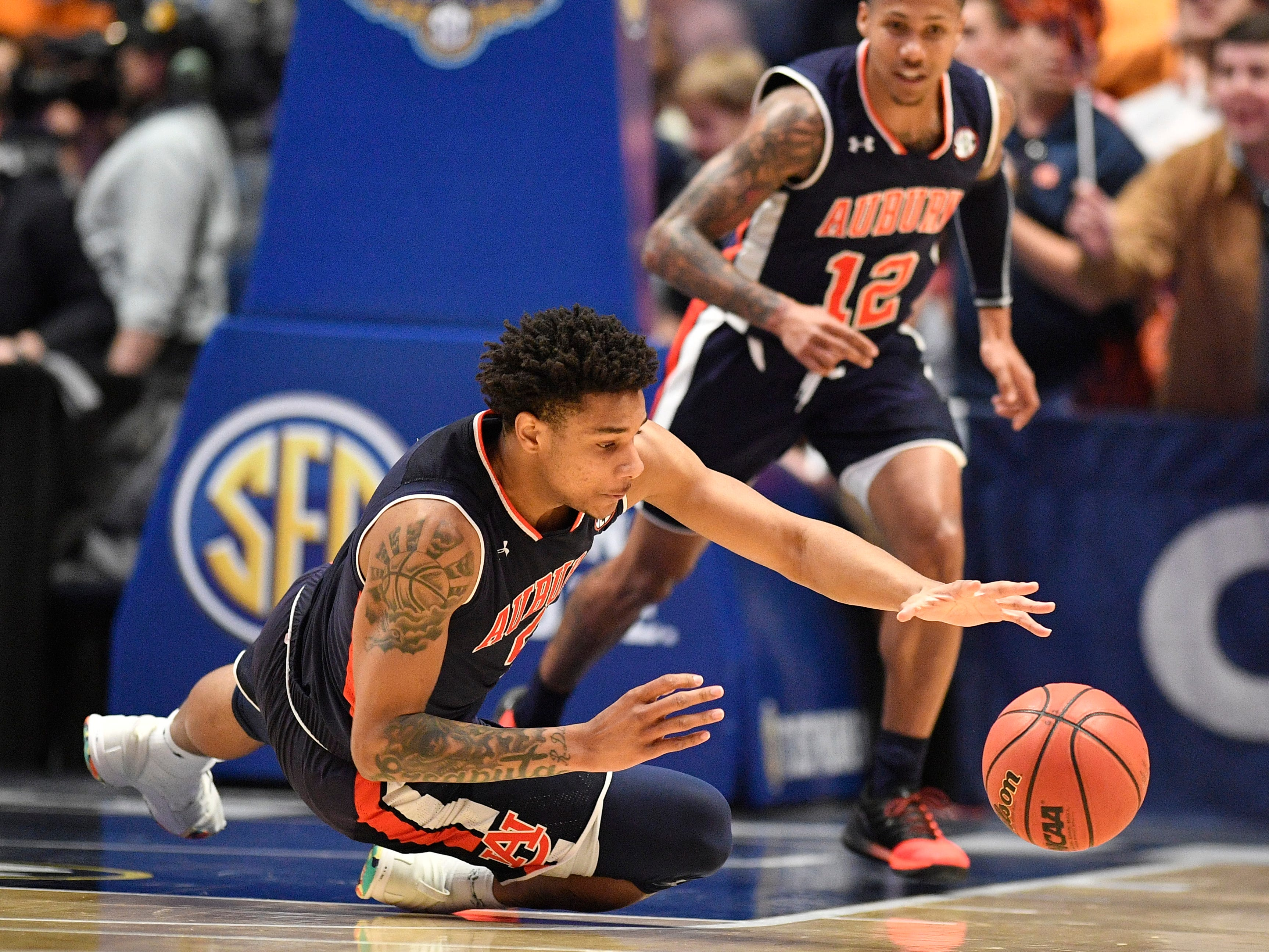 Auburn forward Chuma Okeke (5) reaches for a ball during the first half of the SEC Men's Basketball Tournament championship game against Tennessee at Bridgestone Arena in Nashville, Tenn., Sunday, March 17, 2019.