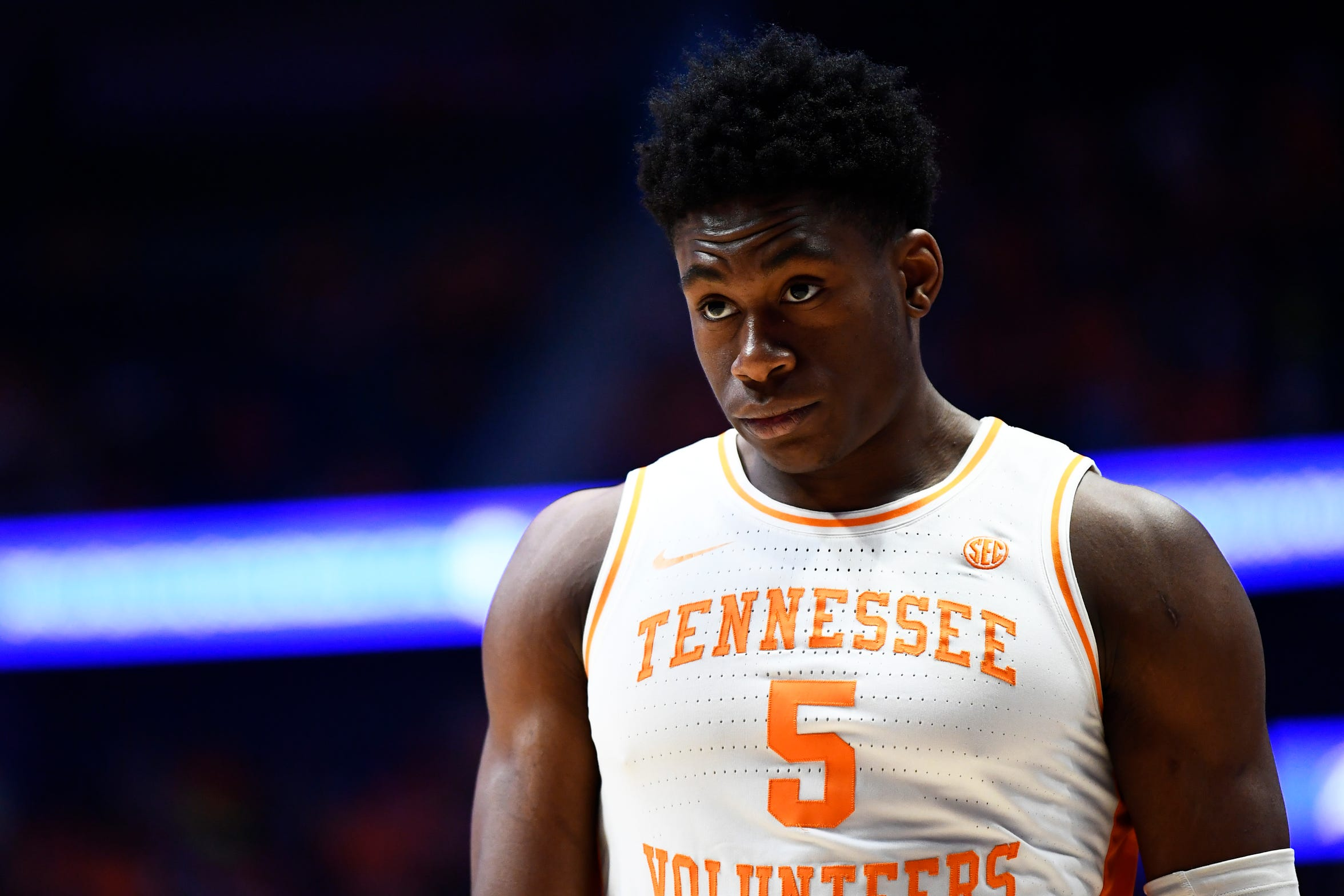 Tennessee guard Admiral Schofield (5) looks towards the basket during the second half of the SEC Men's Basketball Tournament championship game at Bridgestone Arena in Nashville, Tenn., Sunday, March 17, 2019.