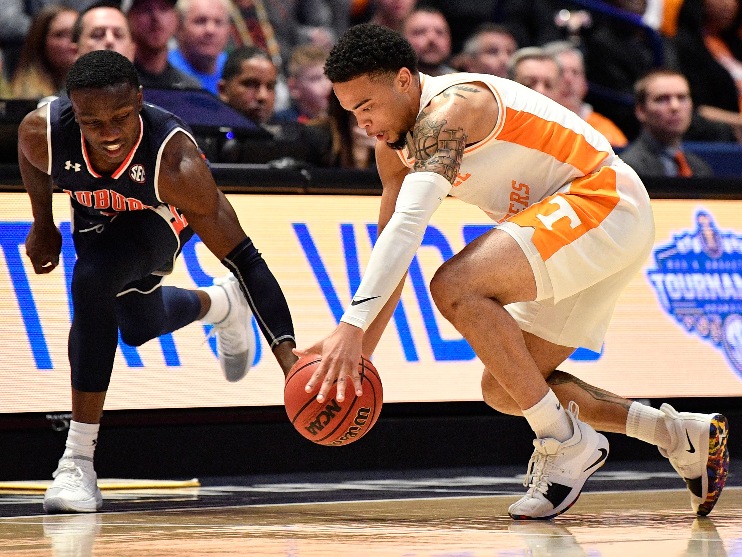 Auburn guard Jared Harper (1) and Tennessee guard Lamonte Turner (1) battle for a ball during the second half of the SEC Men's Basketball Tournament championship game at Bridgestone Arena in Nashville, Tenn., Sunday, March 17, 2019.