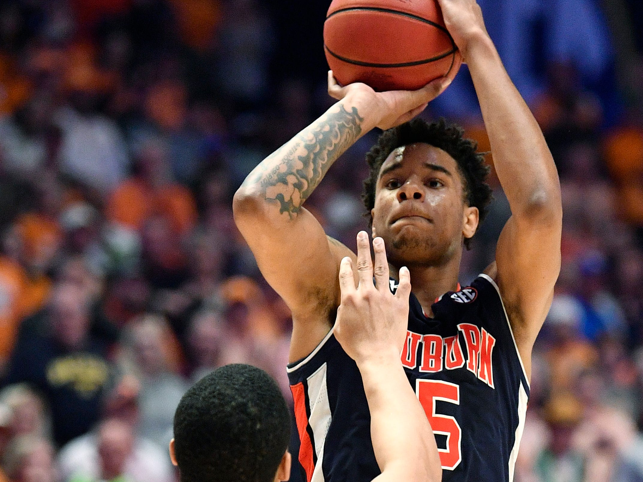 Auburn forward Chuma Okeke (5) gets a three over Tennessee forward Grant Williams (2) during the second half of the SEC Men's Basketball Tournament championship game at Bridgestone Arena in Nashville, Tenn., Sunday, March 17, 2019.