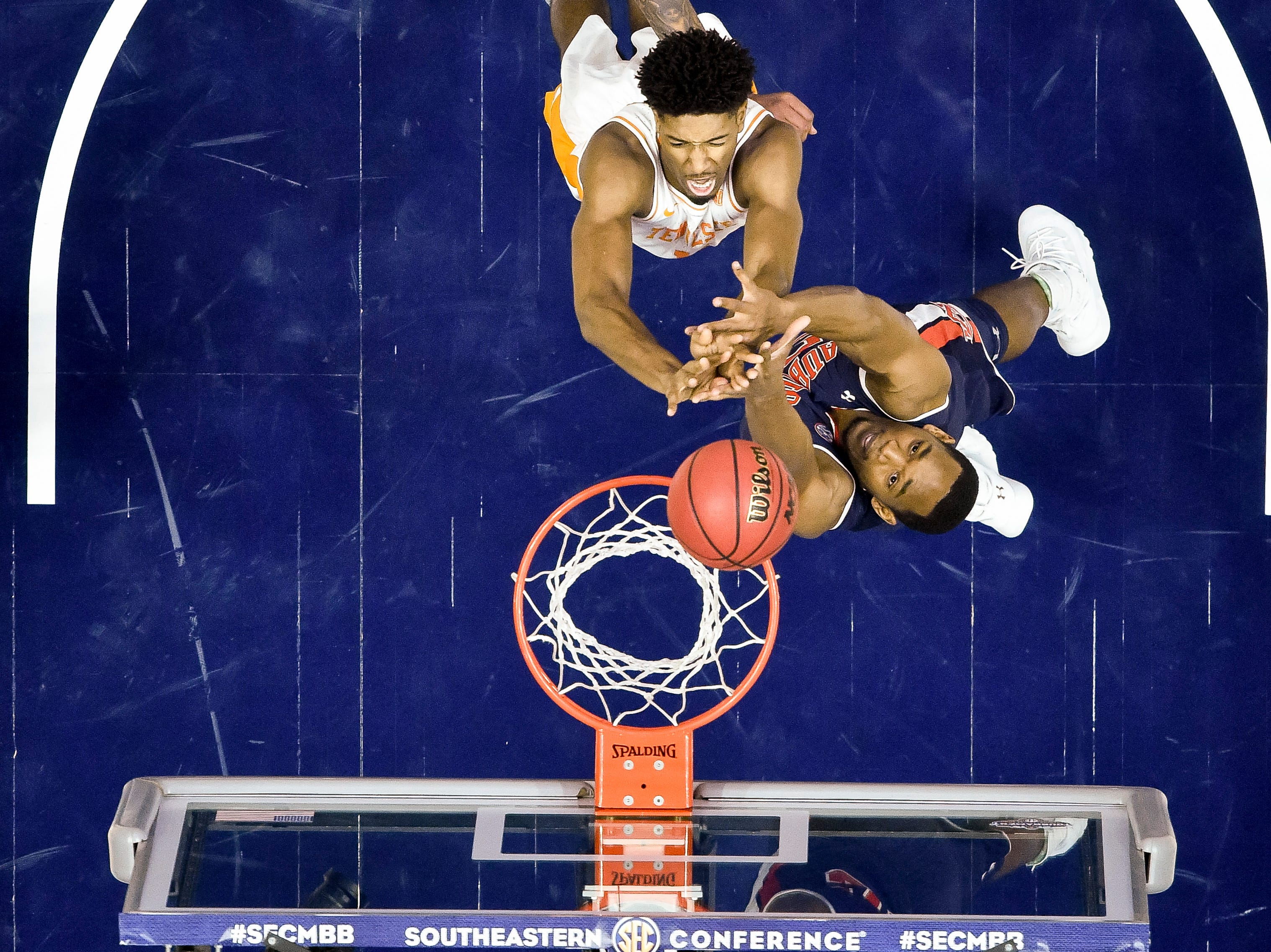 Auburn center Austin Wiley (50) defends against Tennessee forward Kyle Alexander (11) during the first half of the SEC Men's Basketball Tournament championship game at Bridgestone Arena in Nashville, Tenn., Sunday, March 17, 2019.