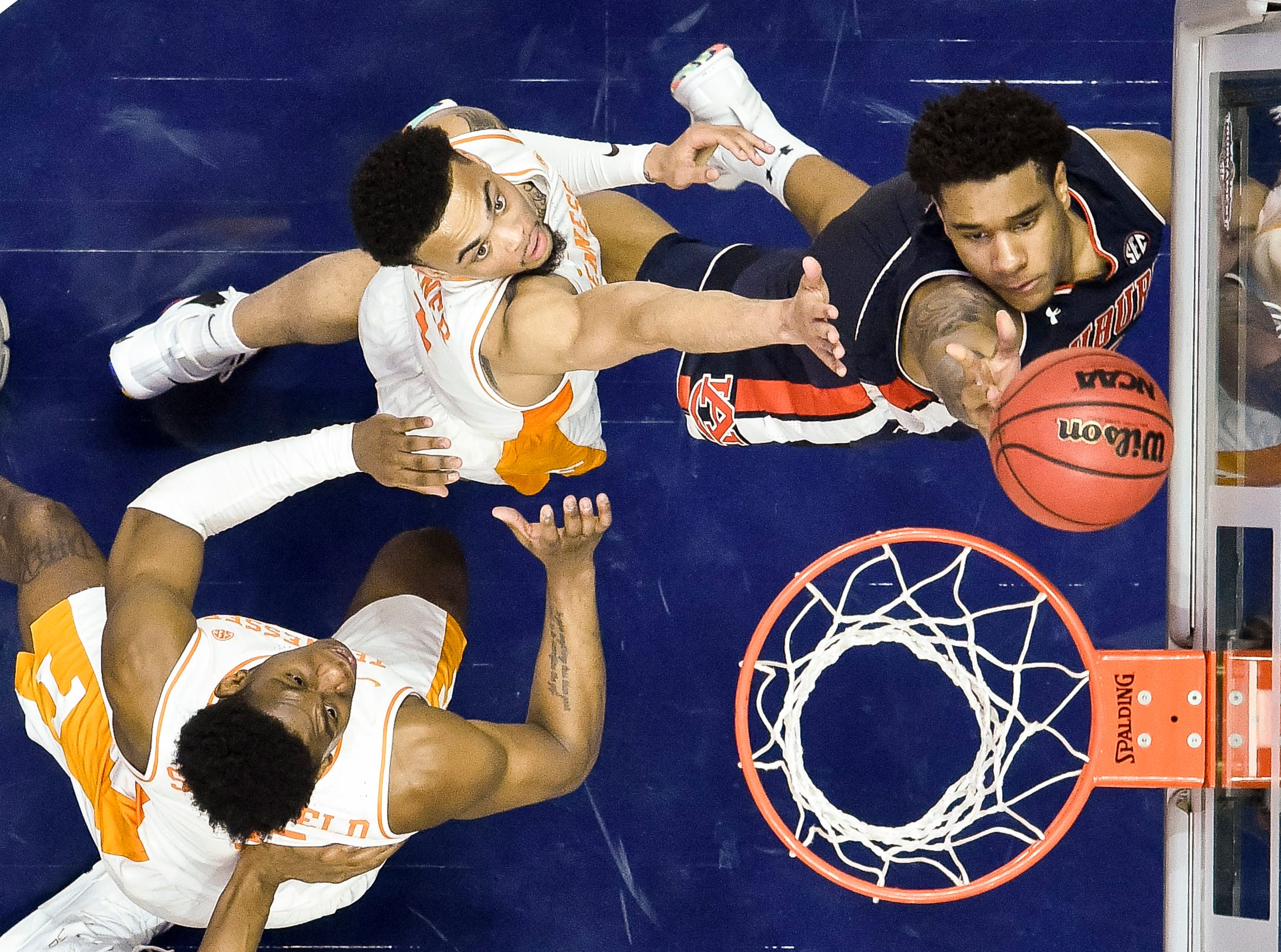Auburn forward Chuma Okeke (5) shgoots past Tennessee guard Admiral Schofield (5) and guard Lamonte Turner (1) during the second half of the SEC Men's Basketball Tournament championship game at Bridgestone Arena in Nashville, Tenn., Sunday, March 17, 2019.
