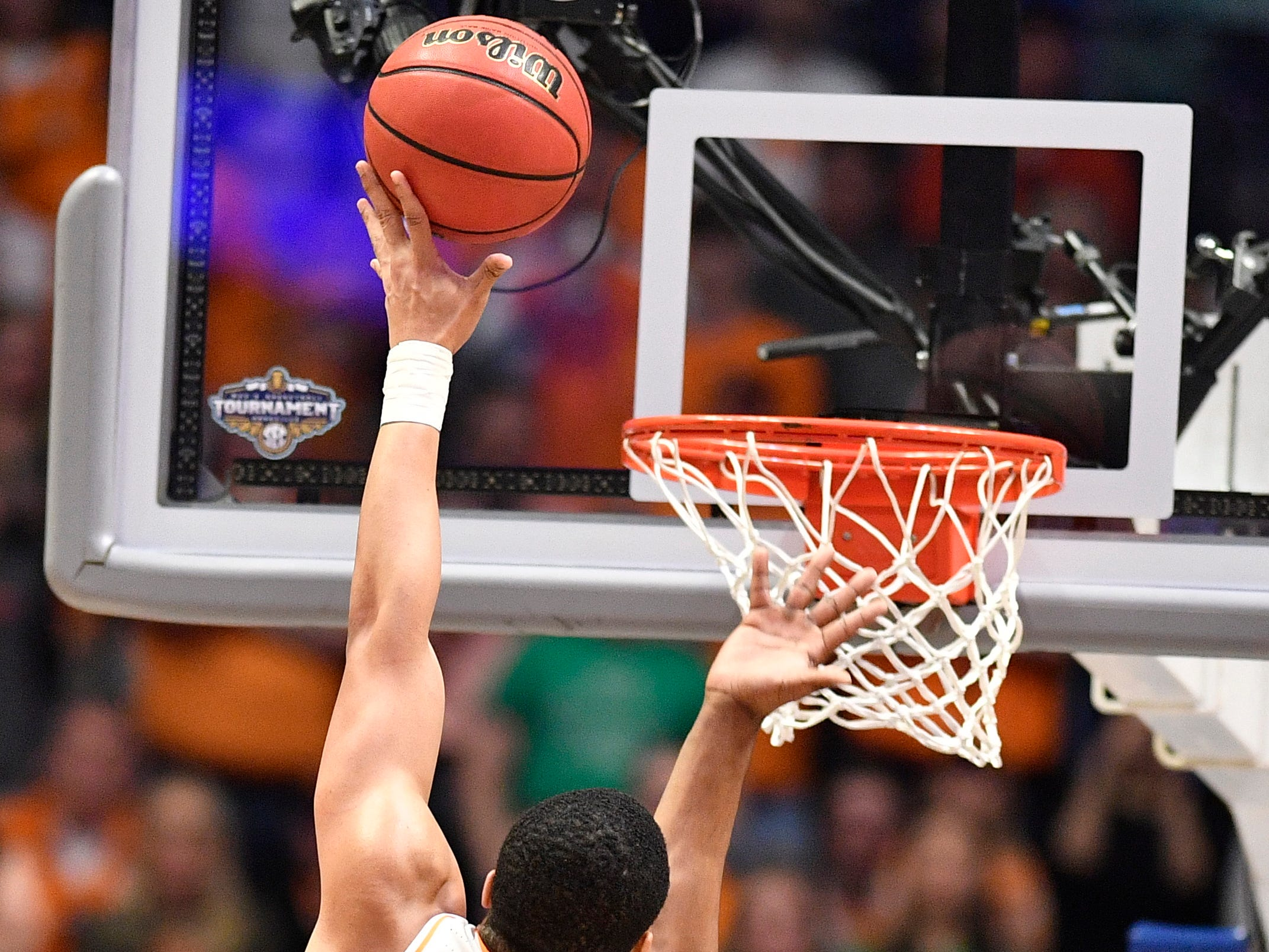 Tennessee forward Grant Williams (2) shoots over Auburn forward Horace Spencer (0) during the second half of the SEC Men's Basketball Tournament championship game at Bridgestone Arena in Nashville, Tenn., Sunday, March 17, 2019.
