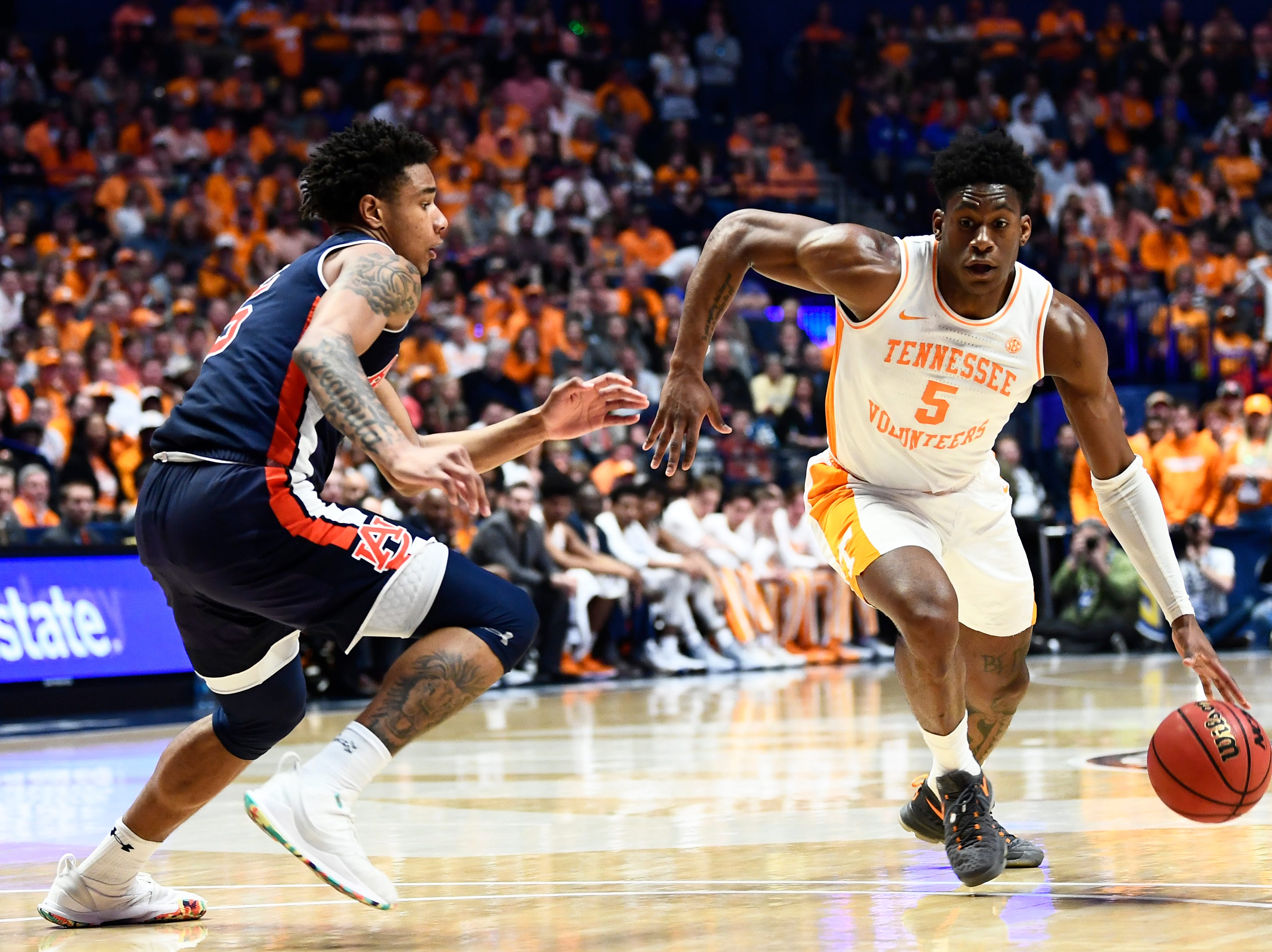 Tennessee guard Admiral Schofield (5) drives towards the court during the XXXXX half of the SEC Men's Basketball Tournament championship game at Bridgestone Arena in Nashville, Tenn., Sunday, March 17, 2019.