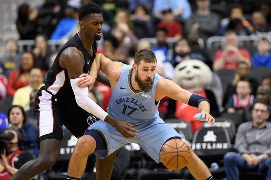 Grizzlies center Jonas Valanciunas (17) averaged 19.9 points and 10.7 rebounds in 19 games with the team after the trade deadline.