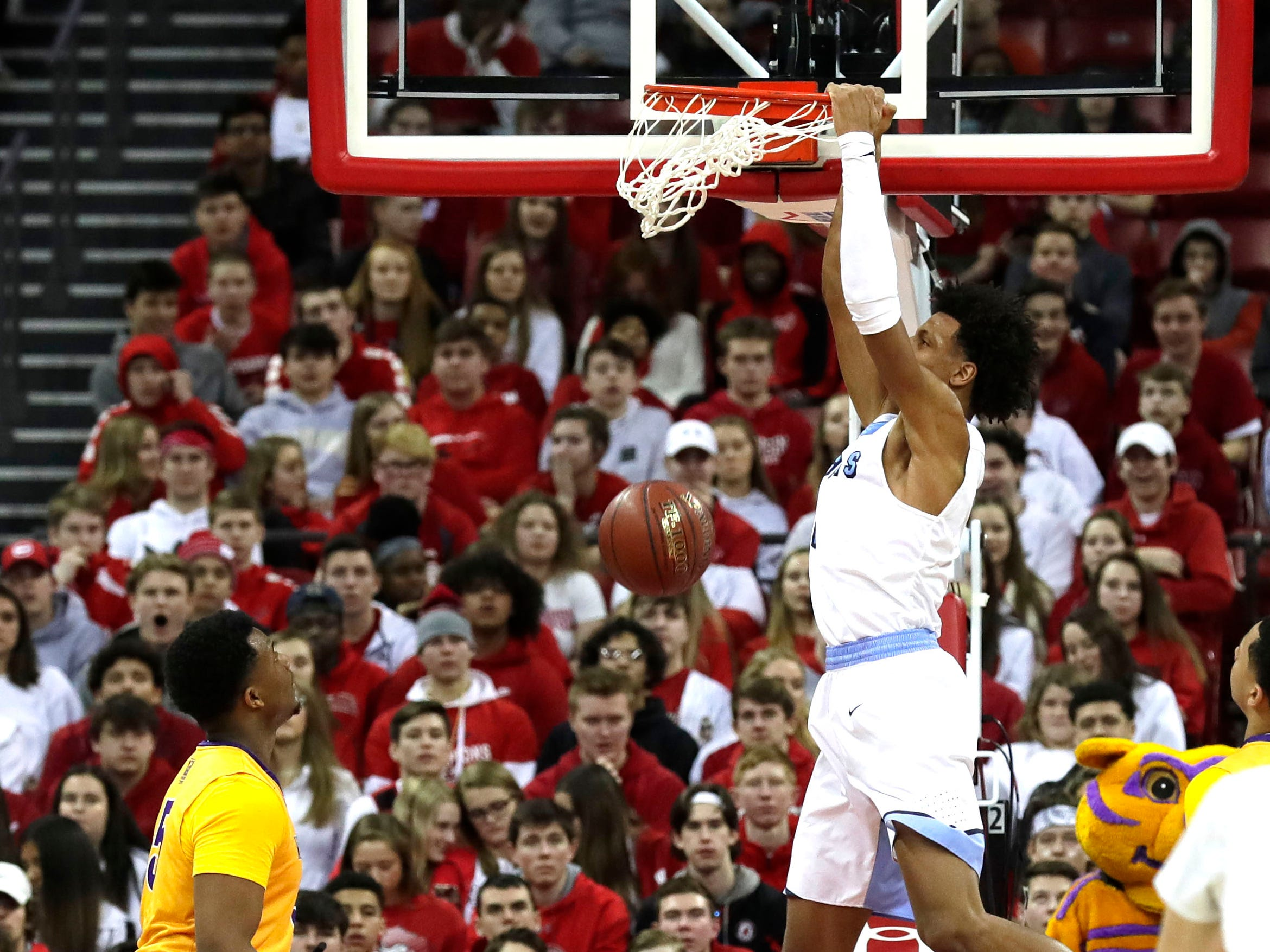 Nicolet's Jalen Johnson slam dunks the ball against Milwaukee Washington during the  D2 championship game at the WIAA 2019 Boys State Basketball Tournament in Madison, Wisconsin, Saturday, March 16, 2019.  Rick Wood/Milwaukee Journal Sentinel