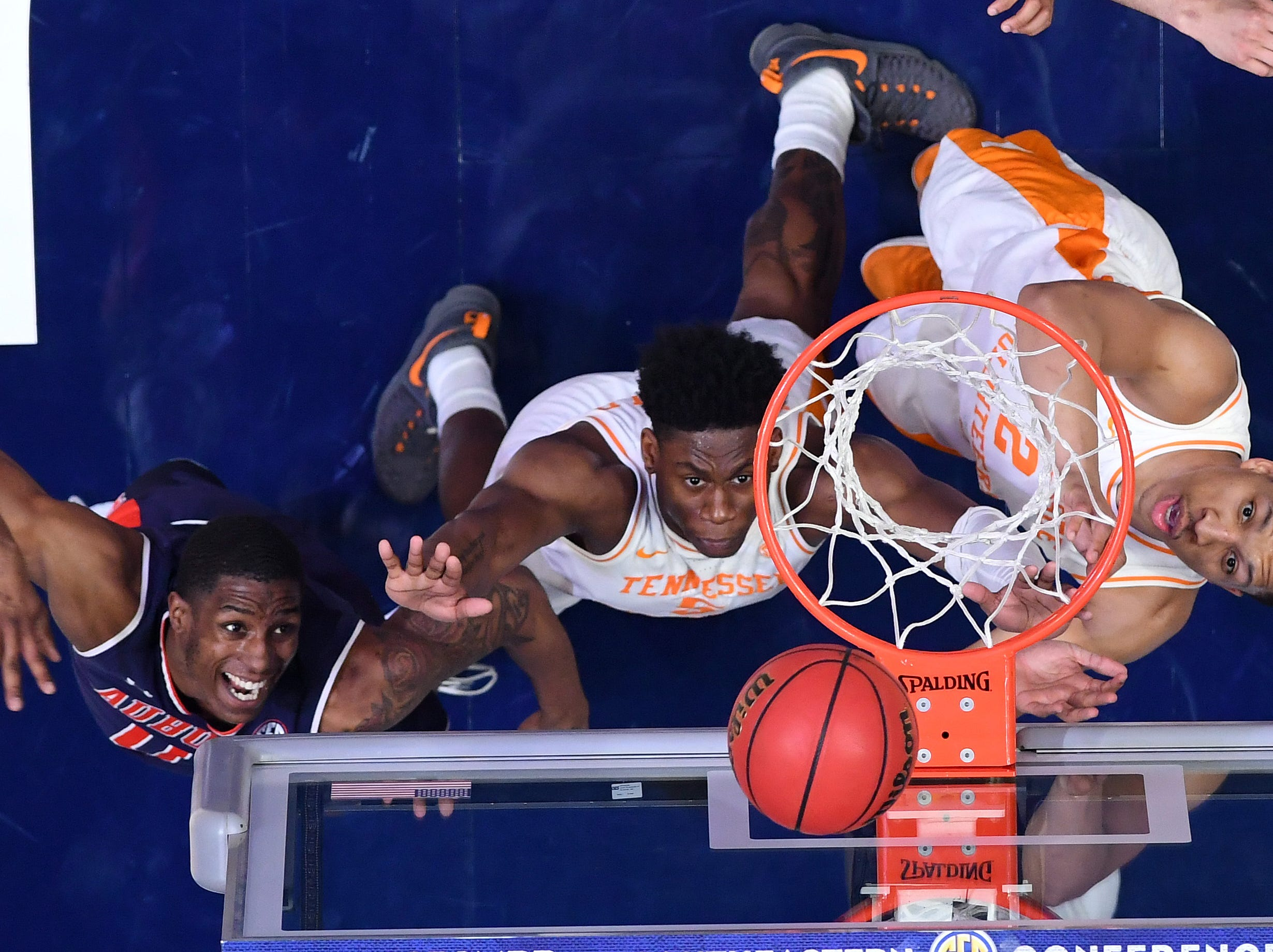 Mar 17, 2019; Nashville, TN, USA; Tennessee Volunteers guard Admiral Schofield (5) Tennessee Volunteers forward Grant Williams (2) watch a shot by Auburn Tigers forward Horace Spencer (0) in the SEC conference tournament championship game at Bridgestone Arena. Mandatory Credit: Christopher Hanewinckel-USA TODAY Sports