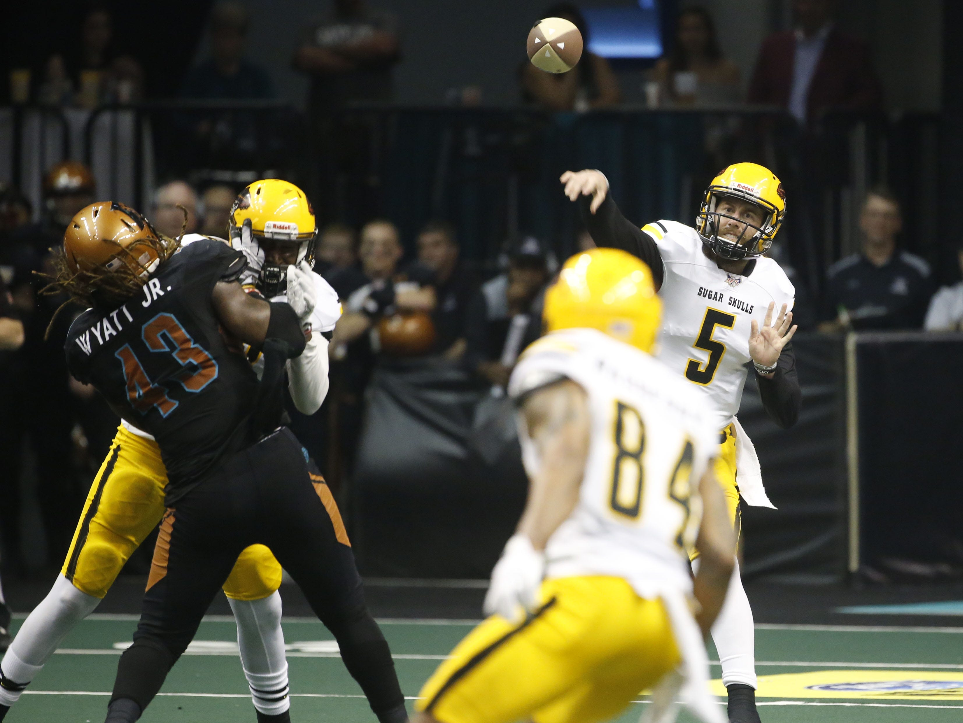 Sugar Skulls Jake Medlock (5) throws a pass against the Rattlers during the second half at Talking Stick Resort Arena in Phoenix, Ariz. on March 16, 2019.
