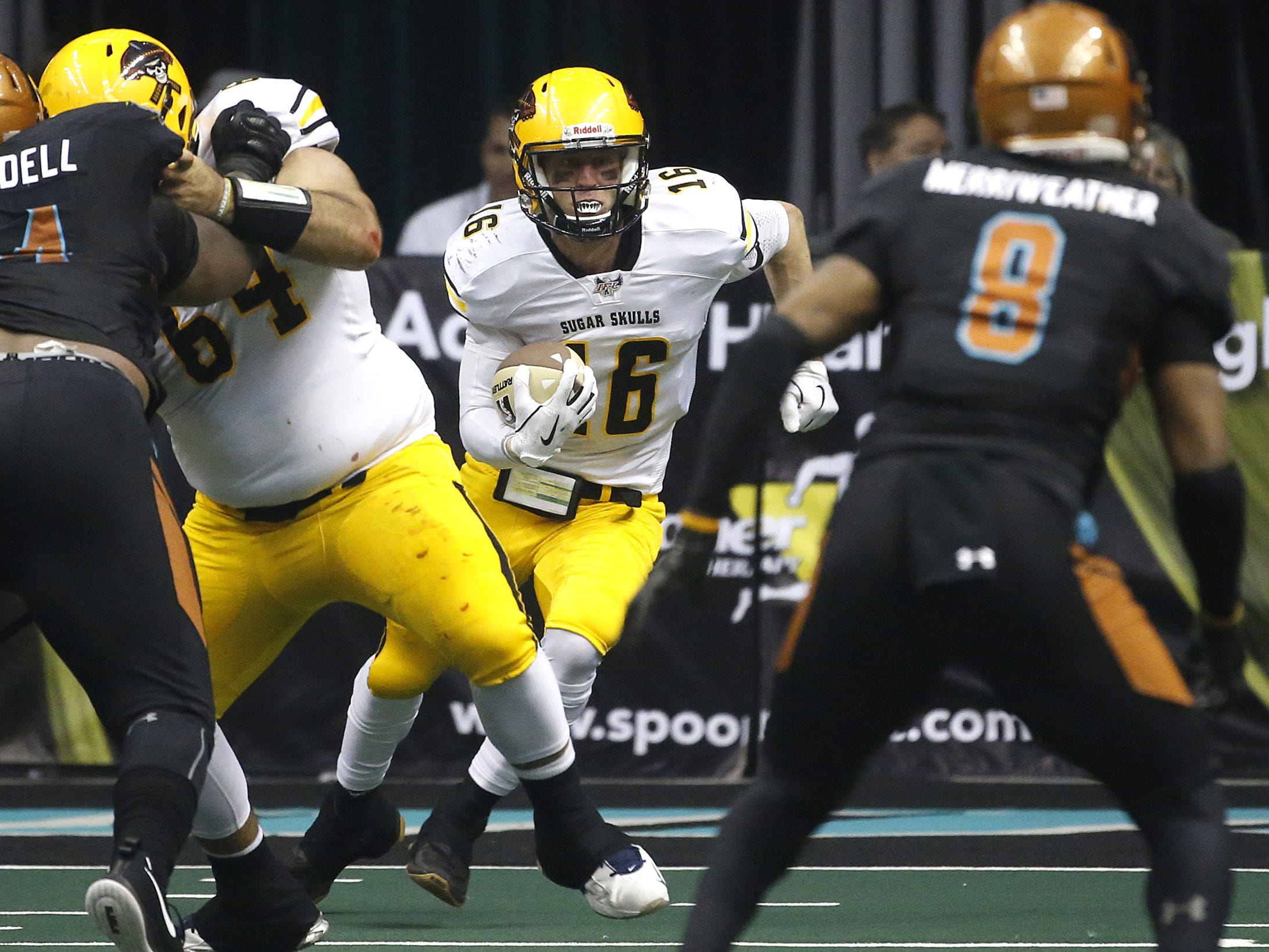 Sugar Skulls' Matt Behrendt (16) scrambles down the field against the Rattlers during the first half at Talking Stick Resort Arena in Phoenix, Ariz. on March 16, 2019.