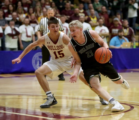 Clark-Willow Lake's Jacob Prouty, right, tries to drive around De Smet's Kalen Garry, left, during Saturday night's championship game at the South Dakota Class B boys basketball tournament at Wachs Arena.
