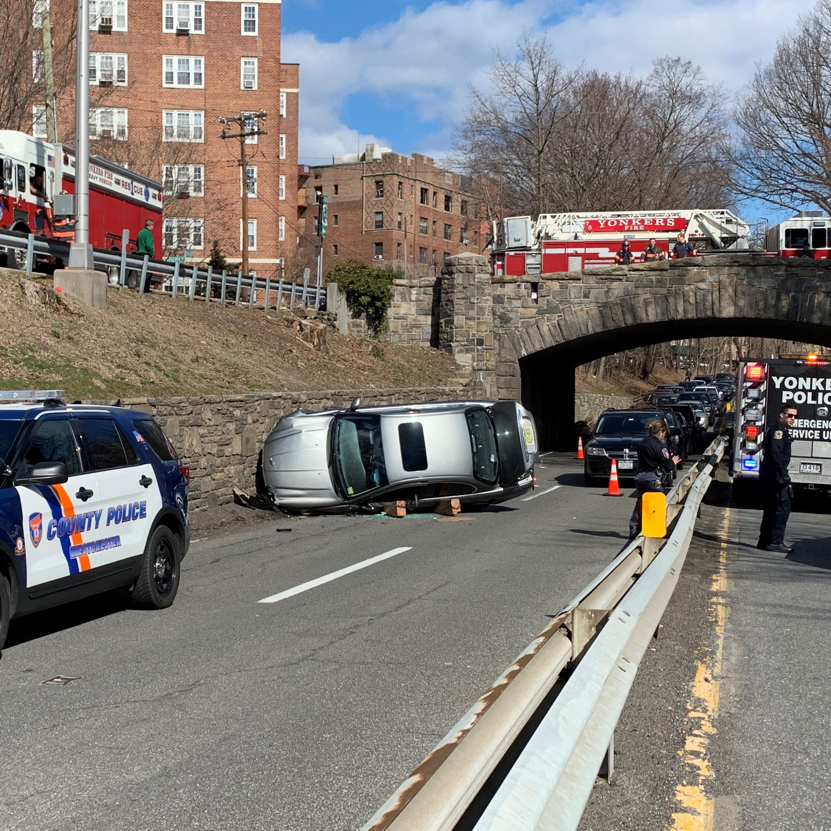 Driver flees rollover on Bronx River Parkway