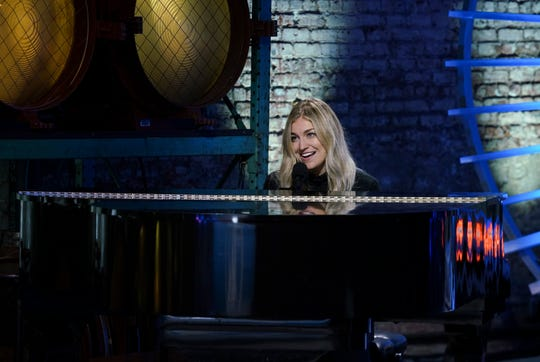 """Ashley Hess, 27, awes the judges during Sunday's """"American Idol."""" (Photo: Nicole Rivelli, ABC)"""