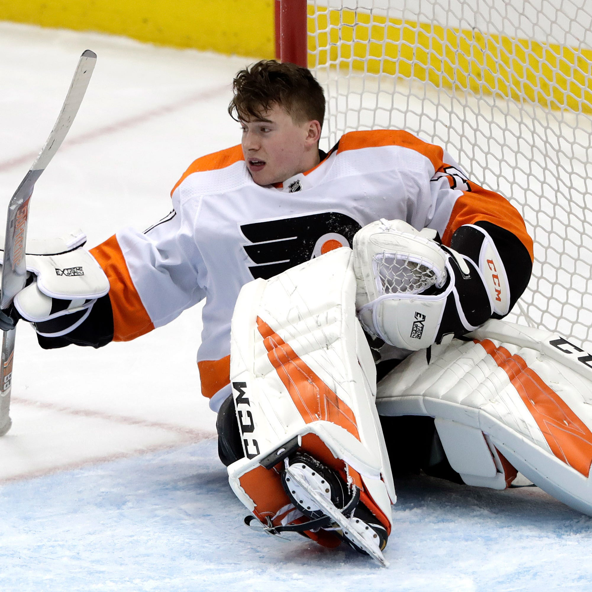 Carter Hart's 'unreal' performance in Pittsburgh something old coaches have seen before