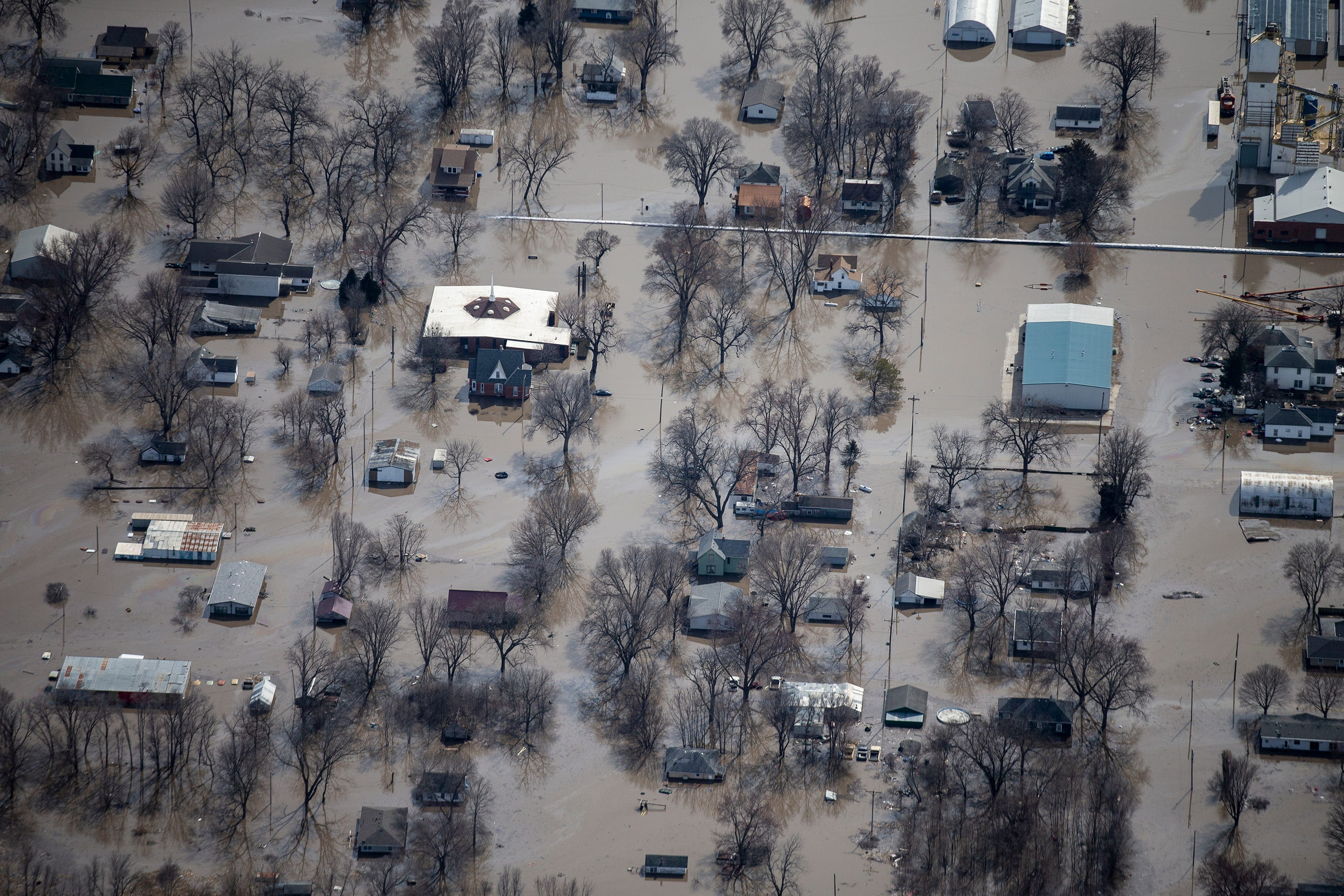 Raw footage: Cities and farms flooded by Missouri River