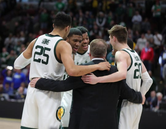 Michigan State coach Tom Izzo talks to his players during the final seconds of the Big Ten tournament championship win over Michigan, Sunday, March 17, 2019 in Chicago.