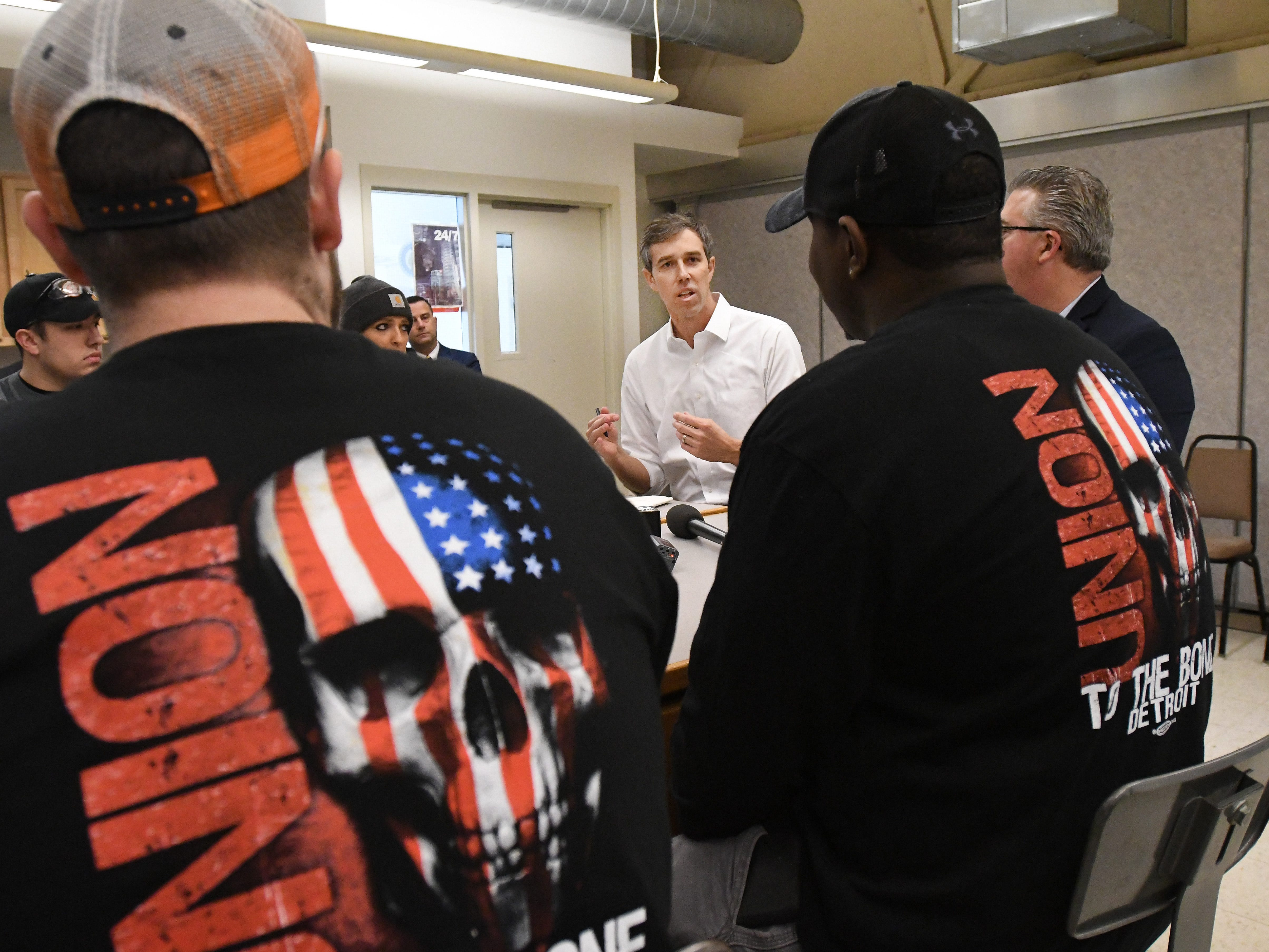 U.S. presidential candidate Beto O'Rourke talks with students after tour of the Detroit Carpenters Training Center.
