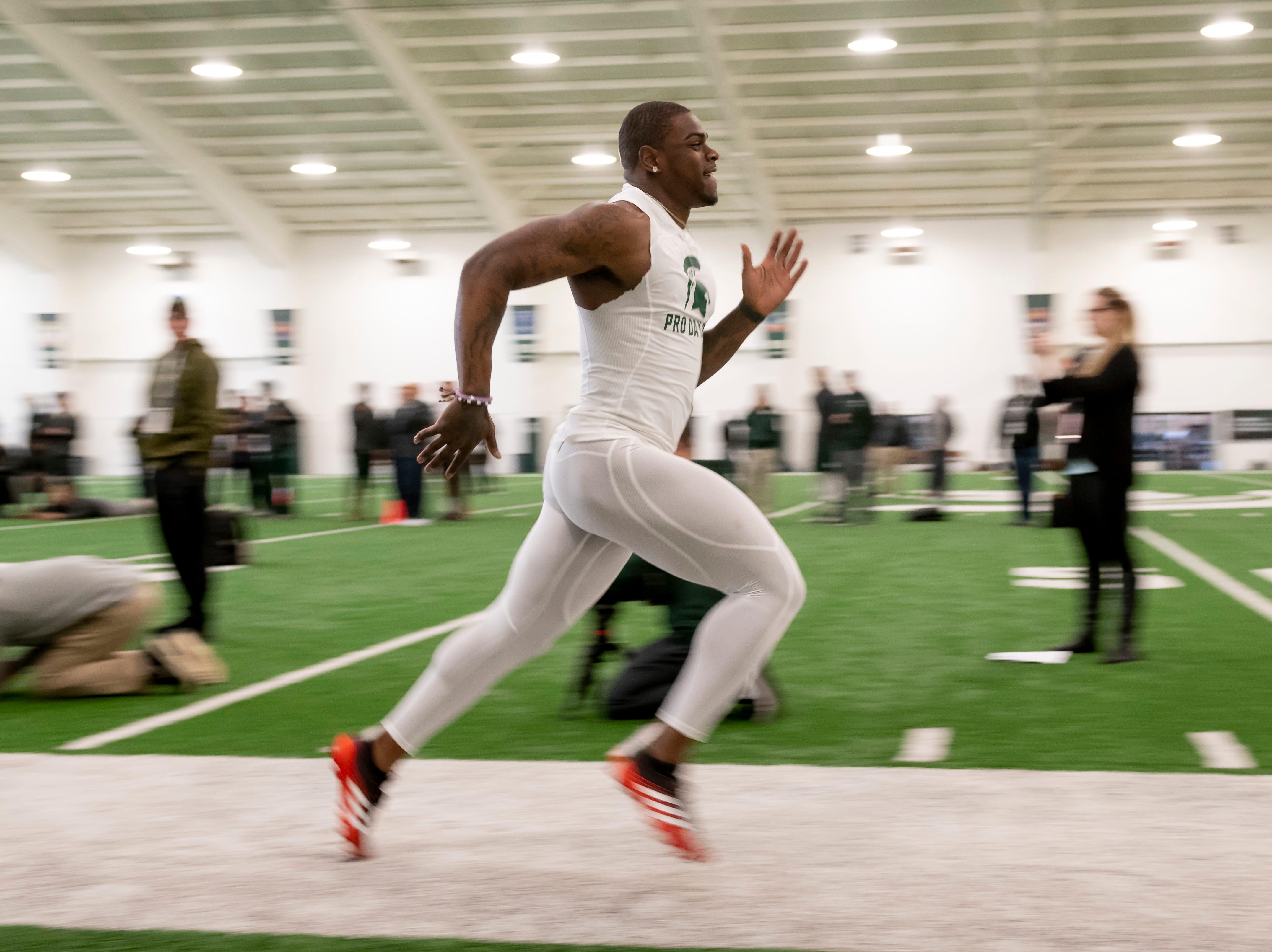 Michigan State running back LJ Scott runs the 40-yard-dash.