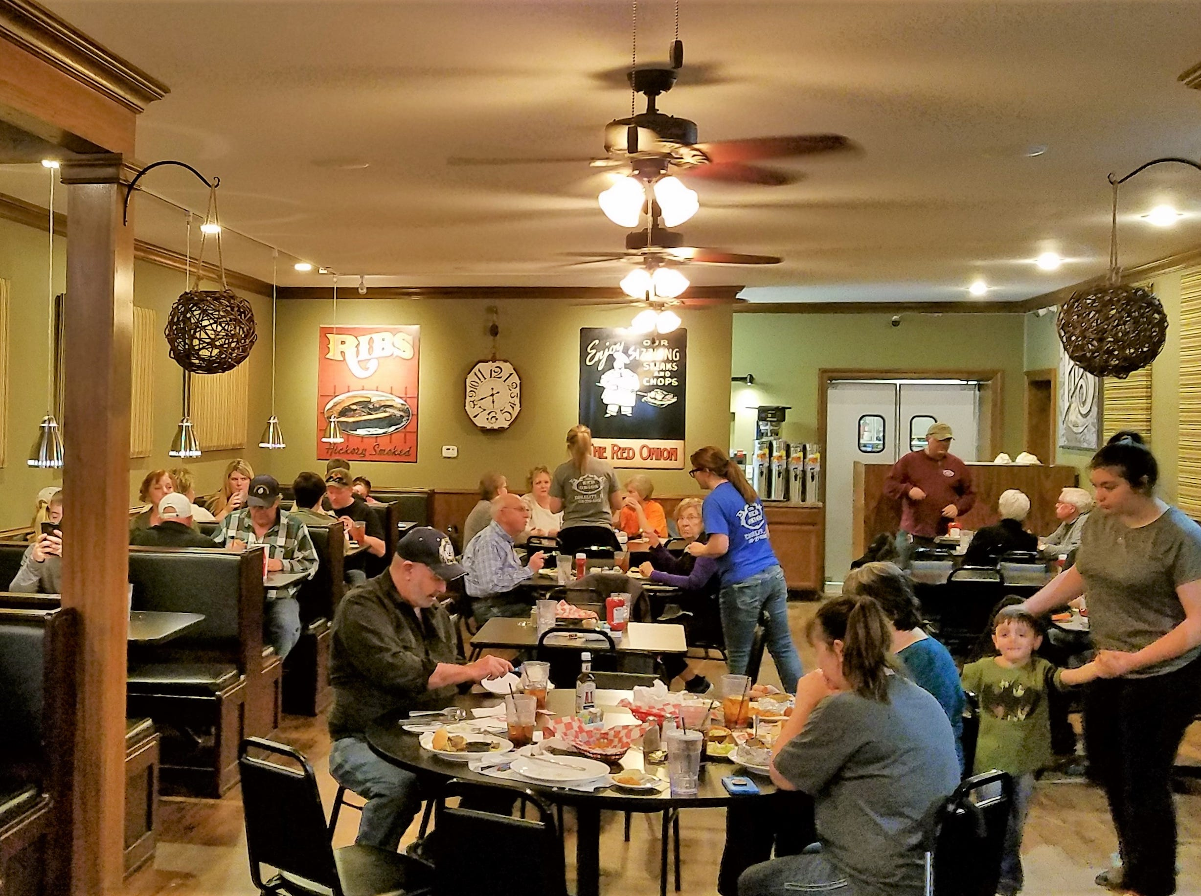 The Red Onion lies in an out-of-the-way location, but the dining room stays full of folks from surrounding towns in Kentucky, Illinois and Indiana.