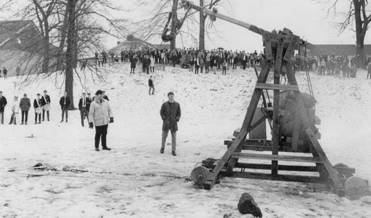 Pupils and observers watch in the Park School meadow as Mars II, a catapult built by students, lets a stone fly in 1968.