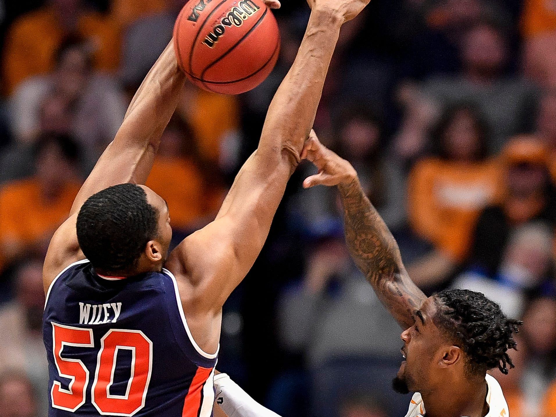 Auburn center Austin Wiley (50) defends against Tennessee guard Jordan Bone (0) during the second half of the SEC Men's Basketball Tournament championship game at Bridgestone Arena in Nashville, Tenn., Sunday, March 17, 2019.
