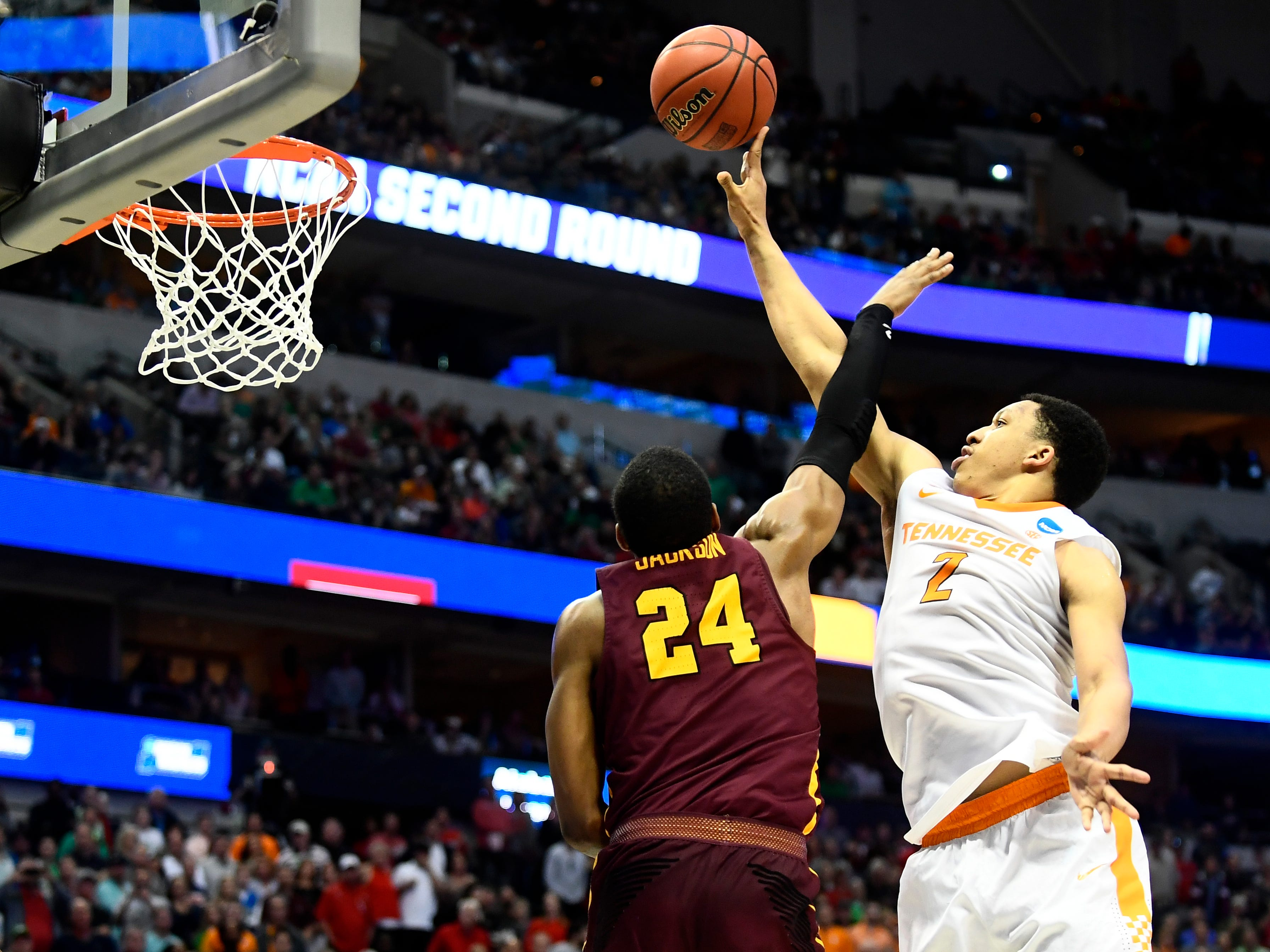 Tennessee forward Grant Williams (2) attempts a shot past Loyola-Chicago forward Aundre Jackson (24) to tie the game in the final minute during the NCAA Tournament second round game between Tennessee and Loyola-Chicago at American Airlines Center in Dallas, Texas, on Saturday, March 17, 2018.