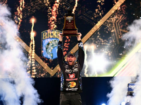 Ott DeFoe wins the Bassmaster Classic.