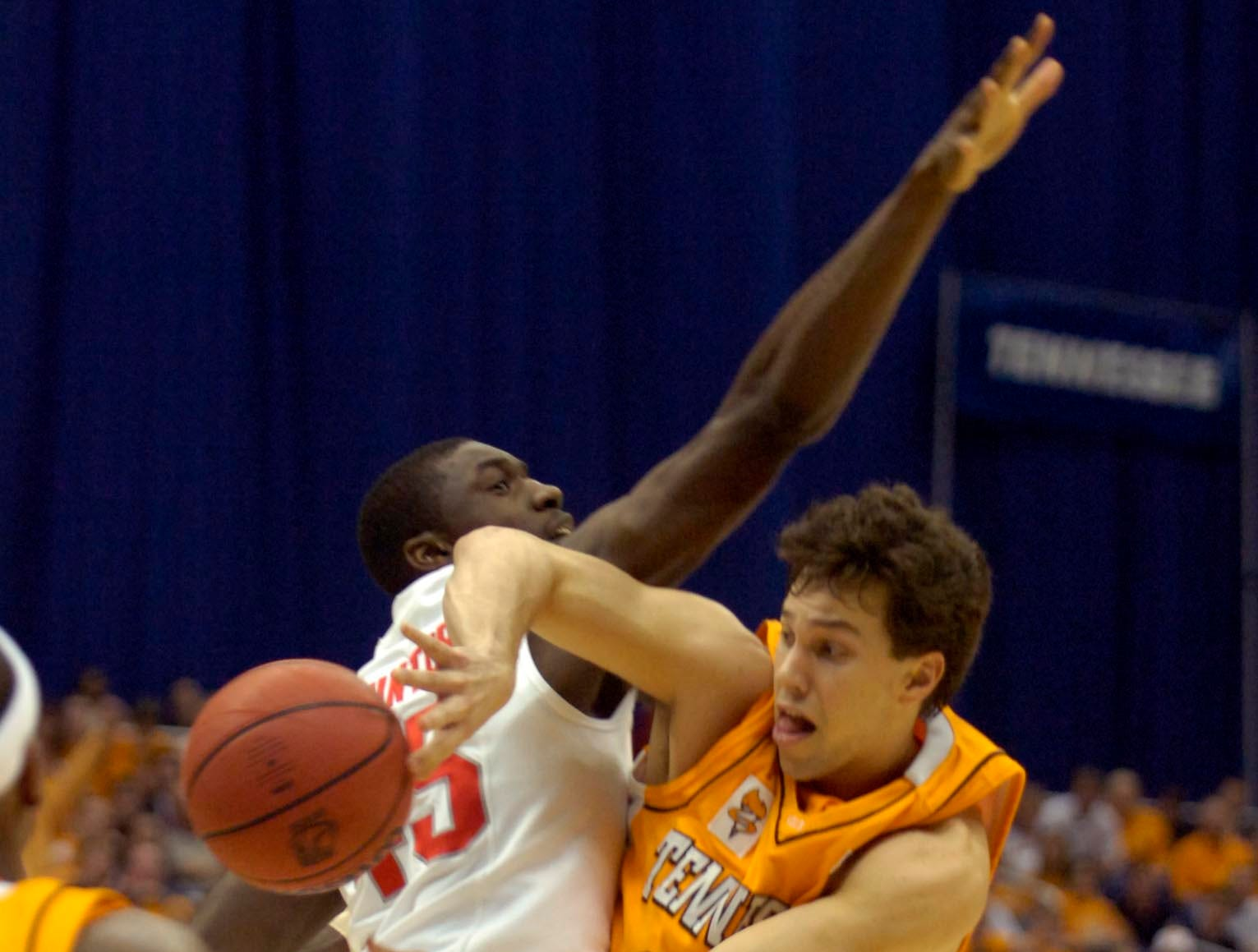 Tennessee's Dane Bradshaw (23) passes around Ohio State's Othello Hunter during the 2007 NCAA basketball tournament South Regional semifinals on Thursday in San Antonio, Texas. Tennessee lost the game 85-84.